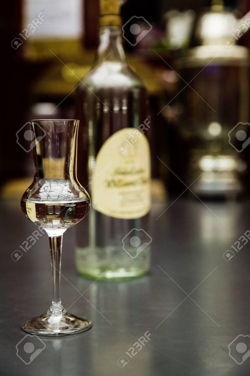clear hard liquor Standard-Bild - 61502412