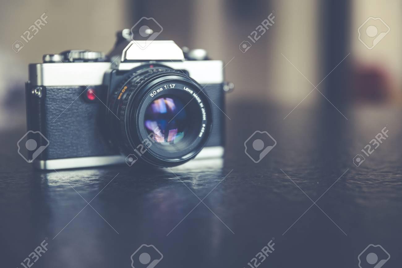 vintage, retro analog single-lens reflex camera Standard-Bild - 61502415