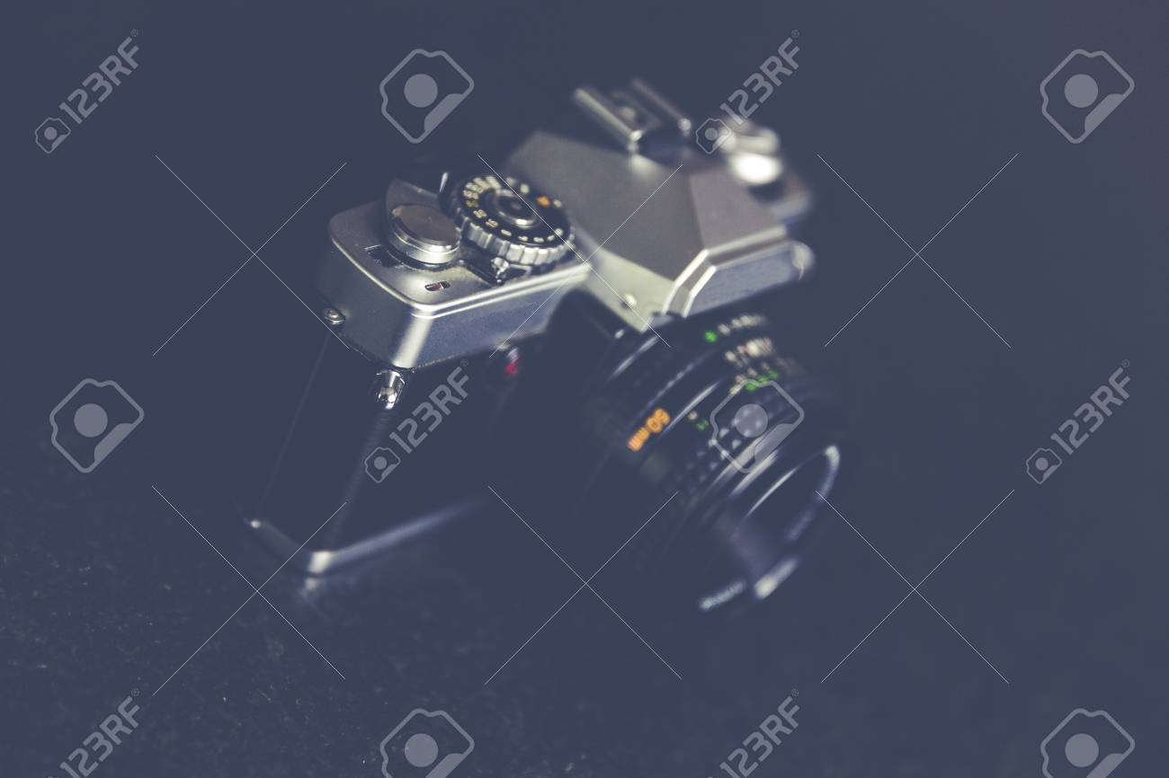 Vintage, retro analoge Spiegelreflexkamera Standard-Bild - 61502439