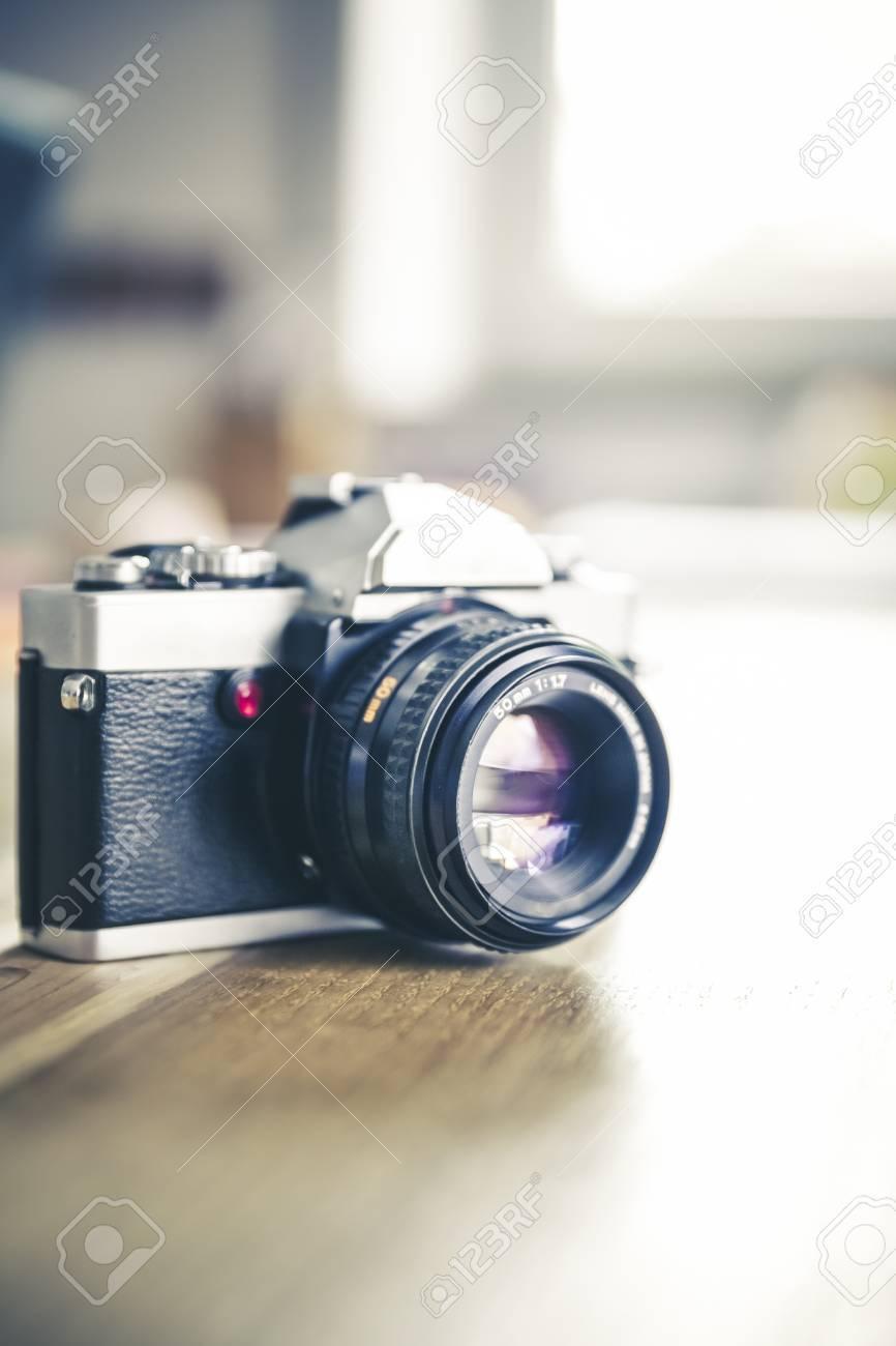 vintage, retro analog single-lens reflex camera Standard-Bild - 61502440