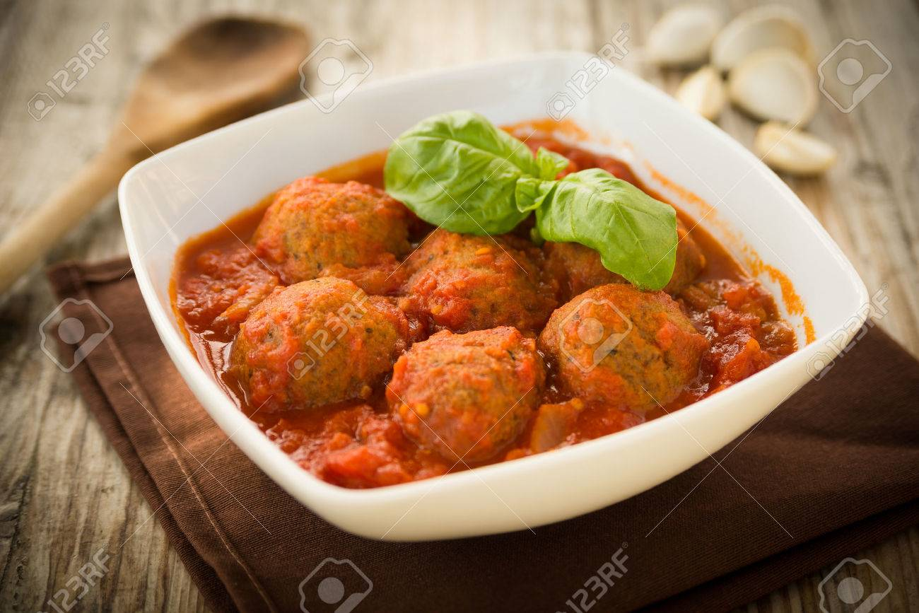 Beef meatballs with tomato sauce - 62313772