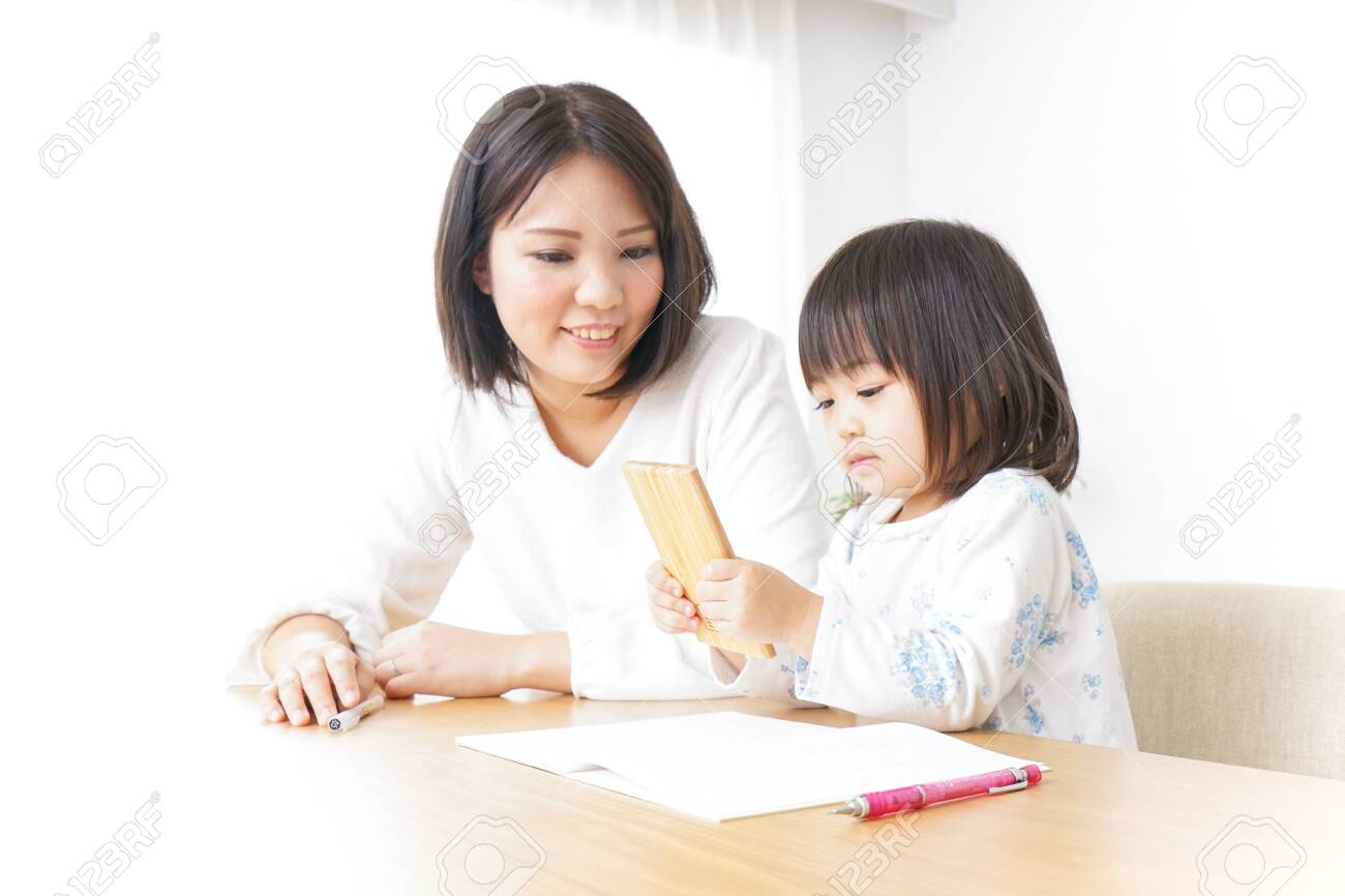 Child studying at home - 128409132