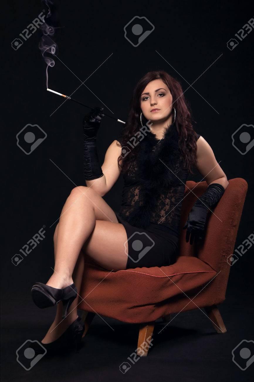 Фото девушек брюнеток в кресле 27 фотография