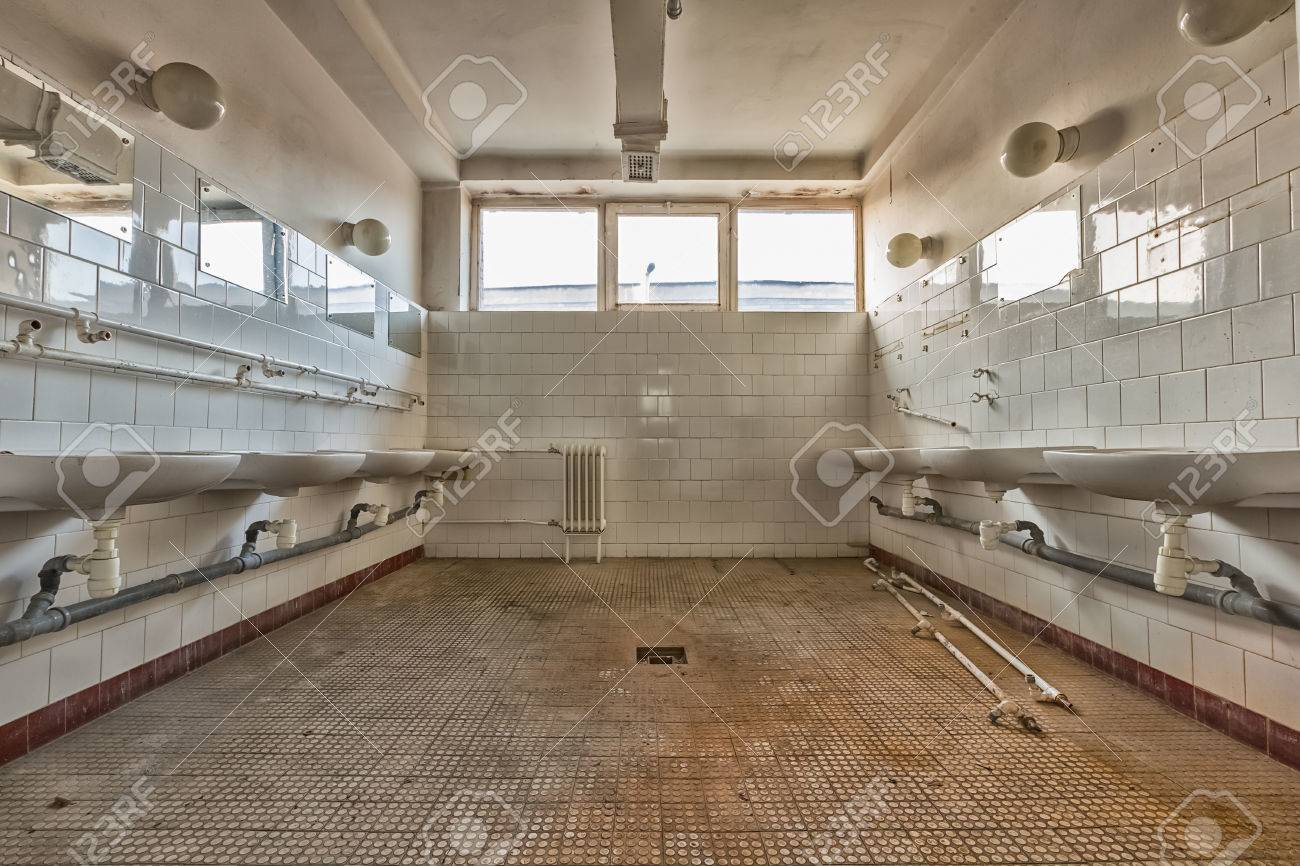 Un Int Rieur Ancien Lieu De Travail De Salle De Bain Commune Haute