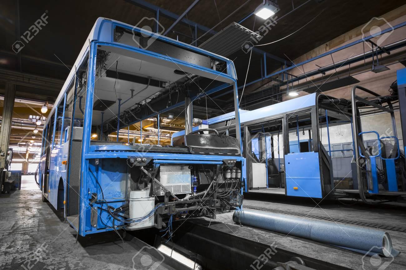 Una Estructura De Marco De Autobuses Durante La Renovación De La ...