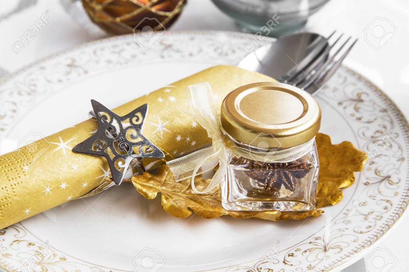 Festliche Dekoration Auf Weihnachten Gedeckten Tisch Mit Kerzen