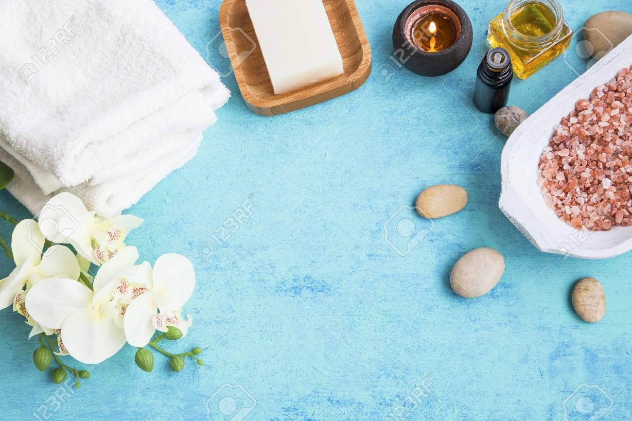 Spa-Set-Rahmen Mit Handtüchern, Orchideenblüten, Honig, Seife, Salz ...