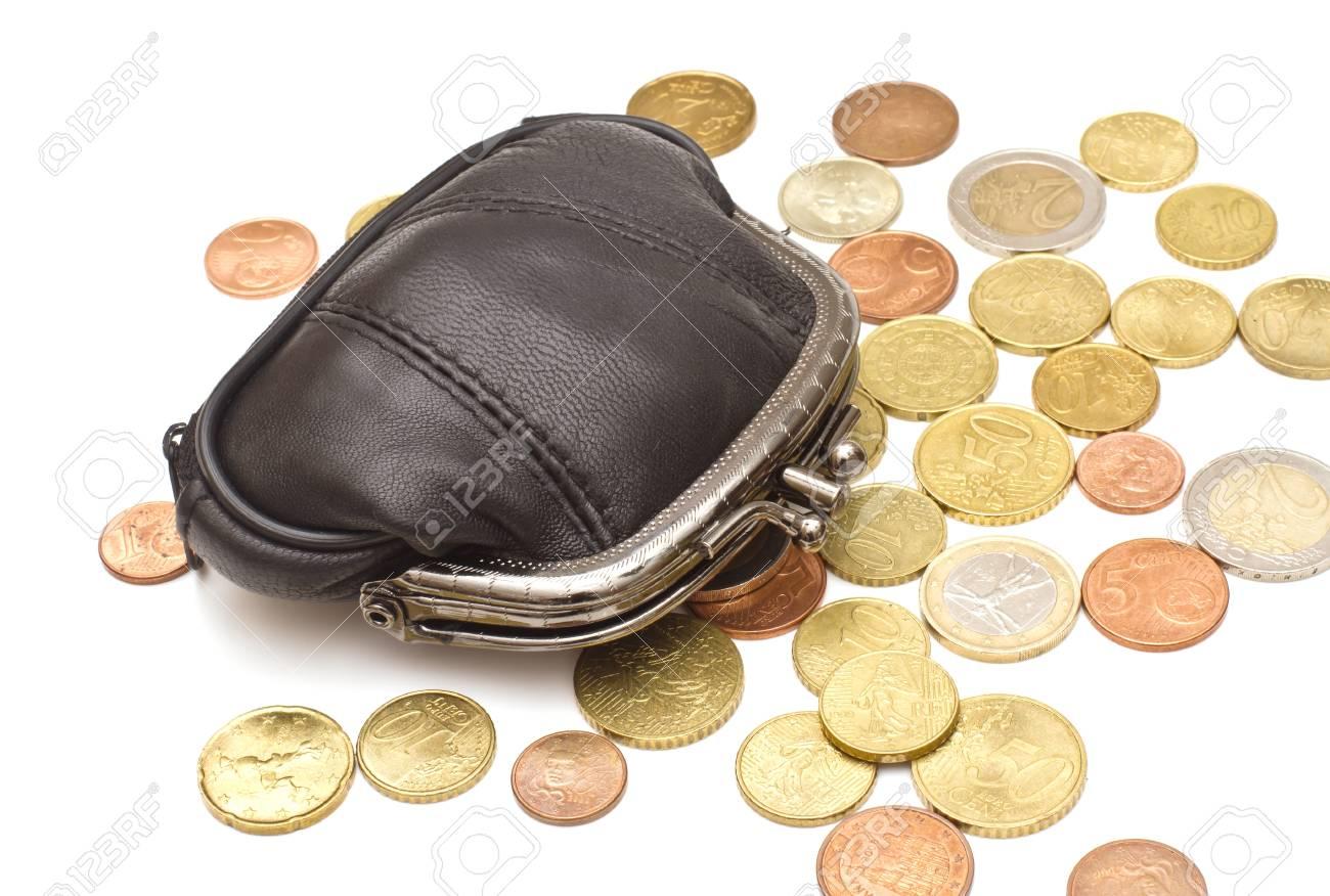 Schwarzes Leder Geldbörse Und Mehrere Euro Münzen Auf Weißem Hintergrund