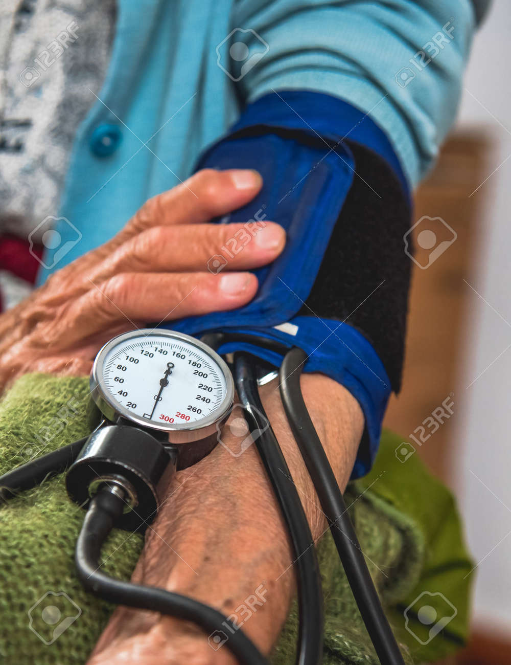 Measuring the pressure of an old woman at home. Help at home. - 168227014