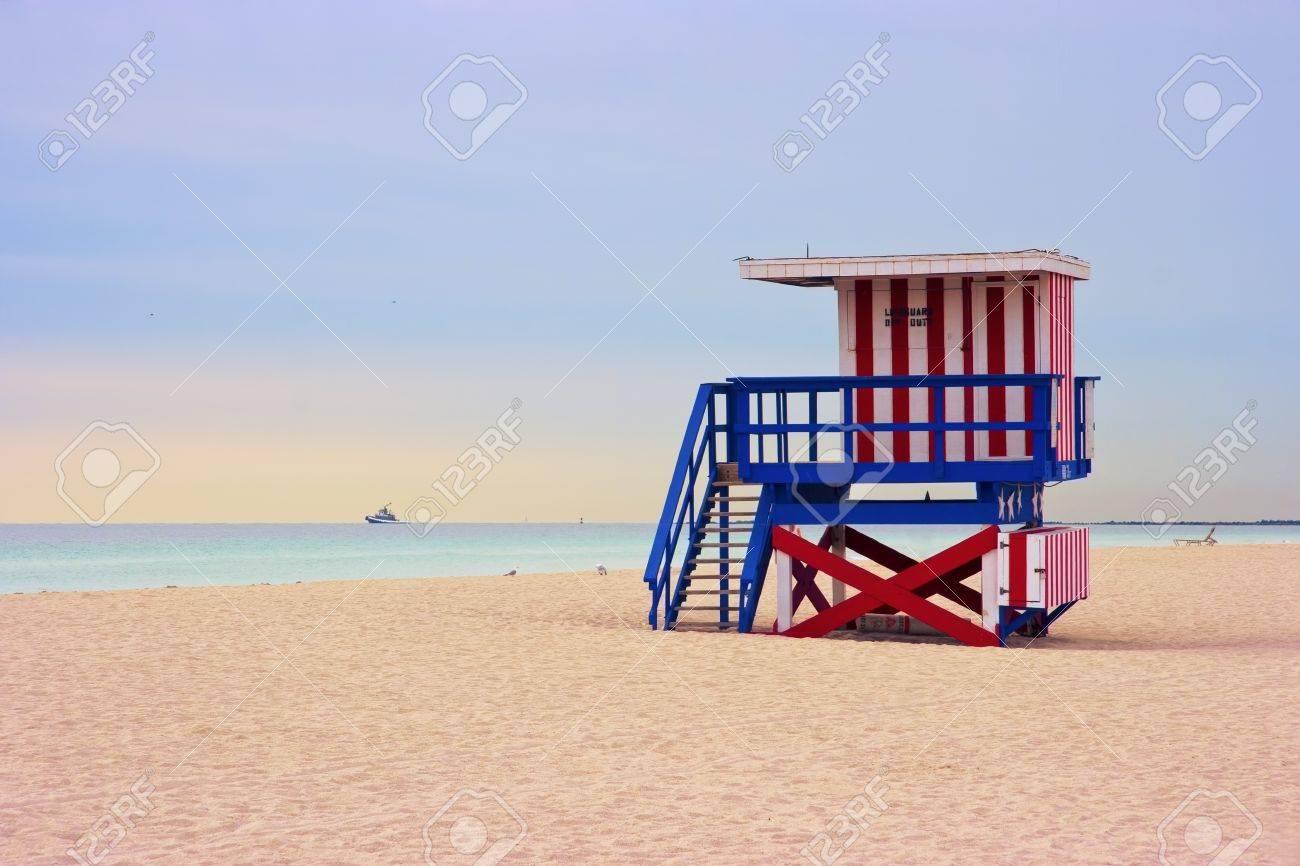 Lifeguard cabin on empty beach, Miami Beach, Florida, USA, safety concept. Stock Photo - 9420692