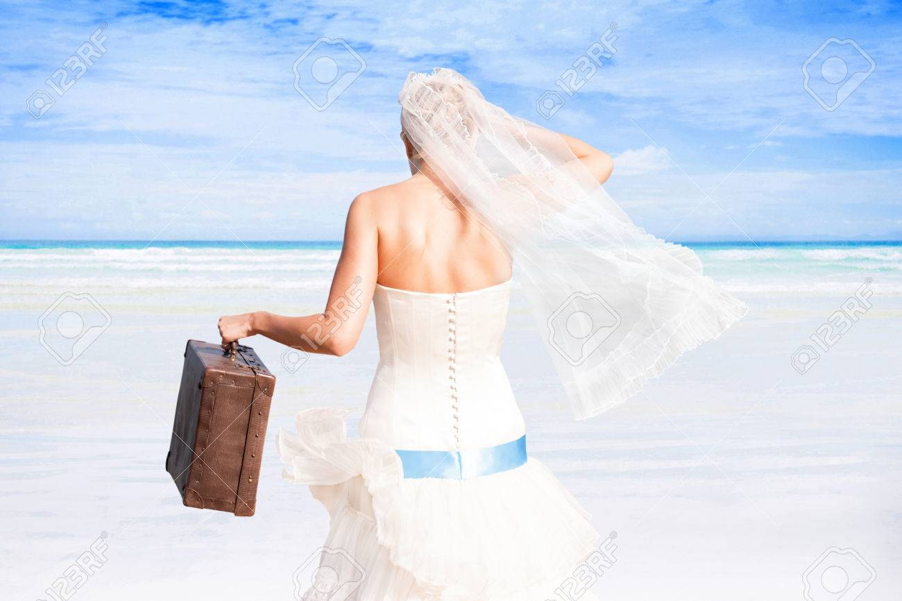 Vestido de novia blanco con turquesa