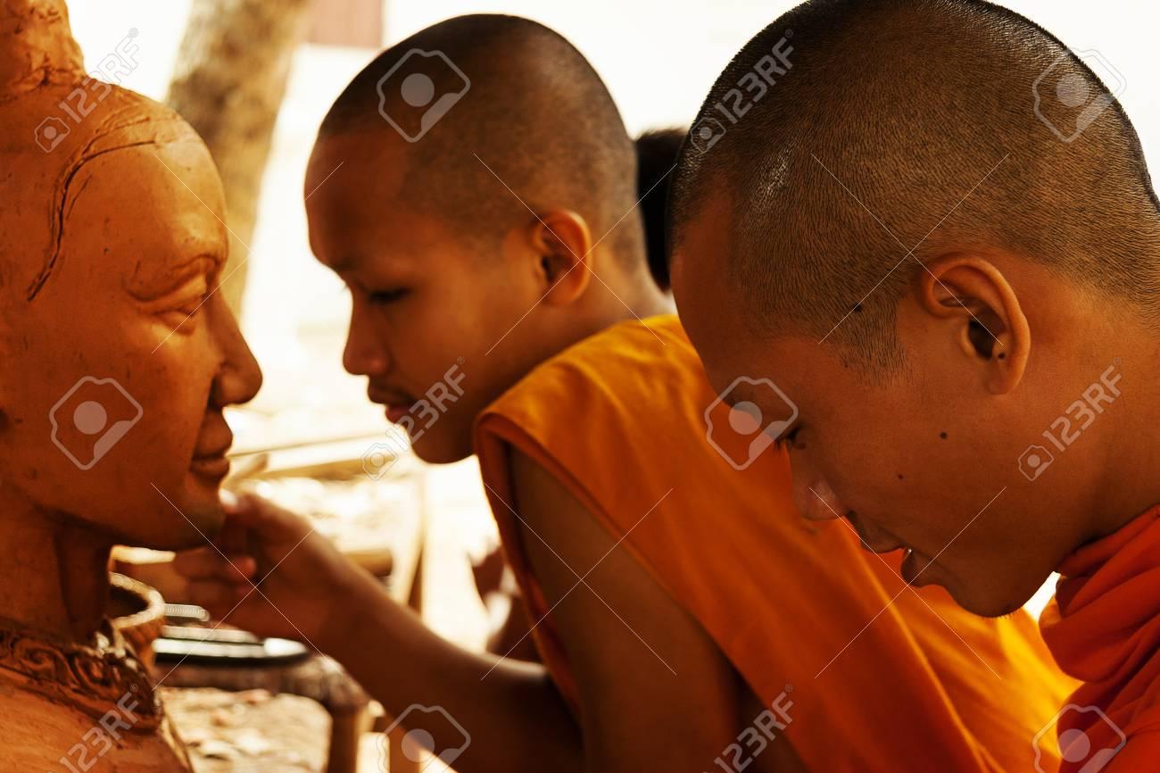 仏師僧名号像に取り組んでいます...