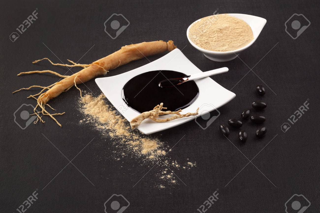 Healthy Ginseng supplements. Fresh root, pills, extract and powder on black background. - 80918715