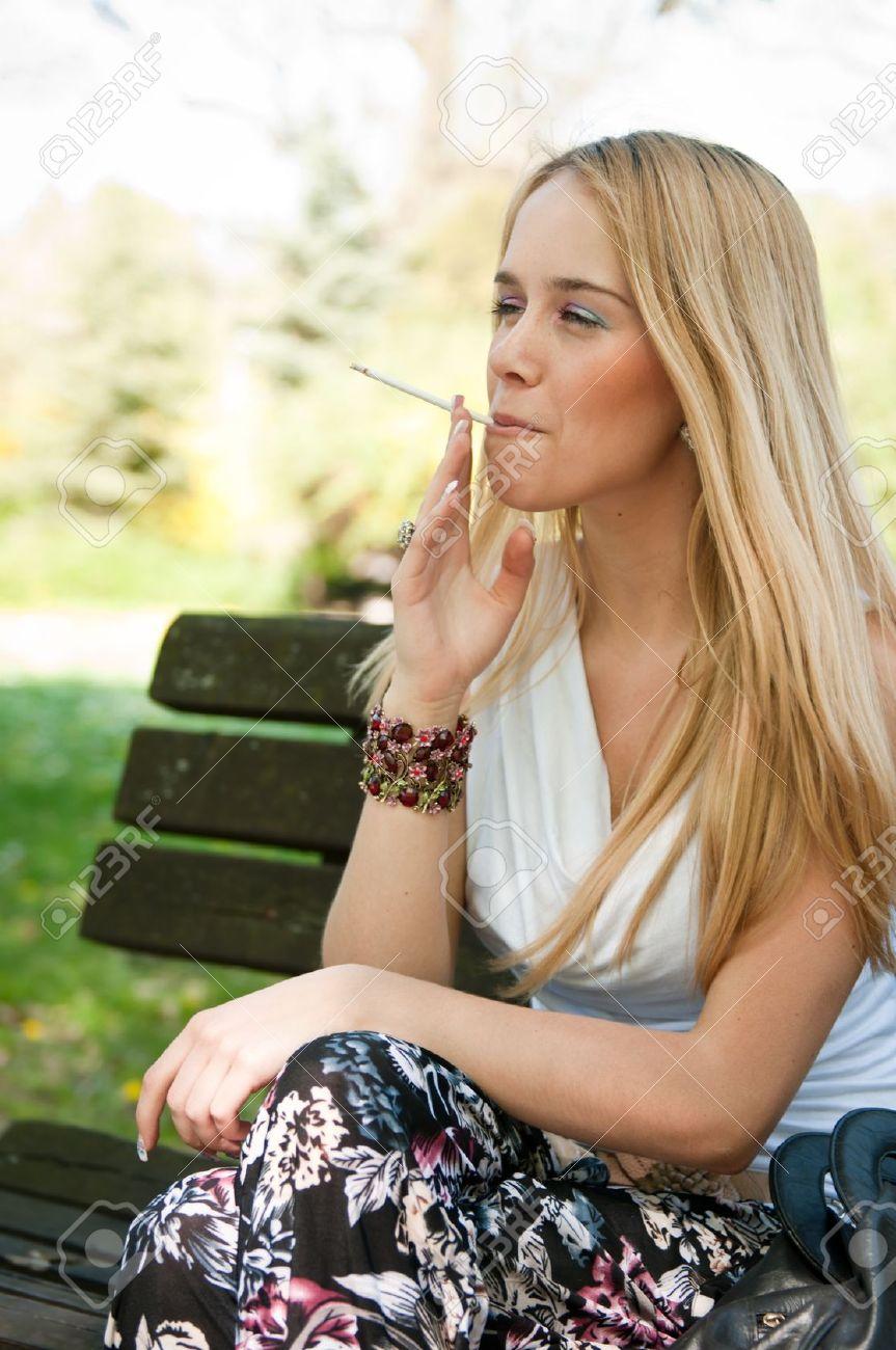Телки с сигаретами 3 фотография