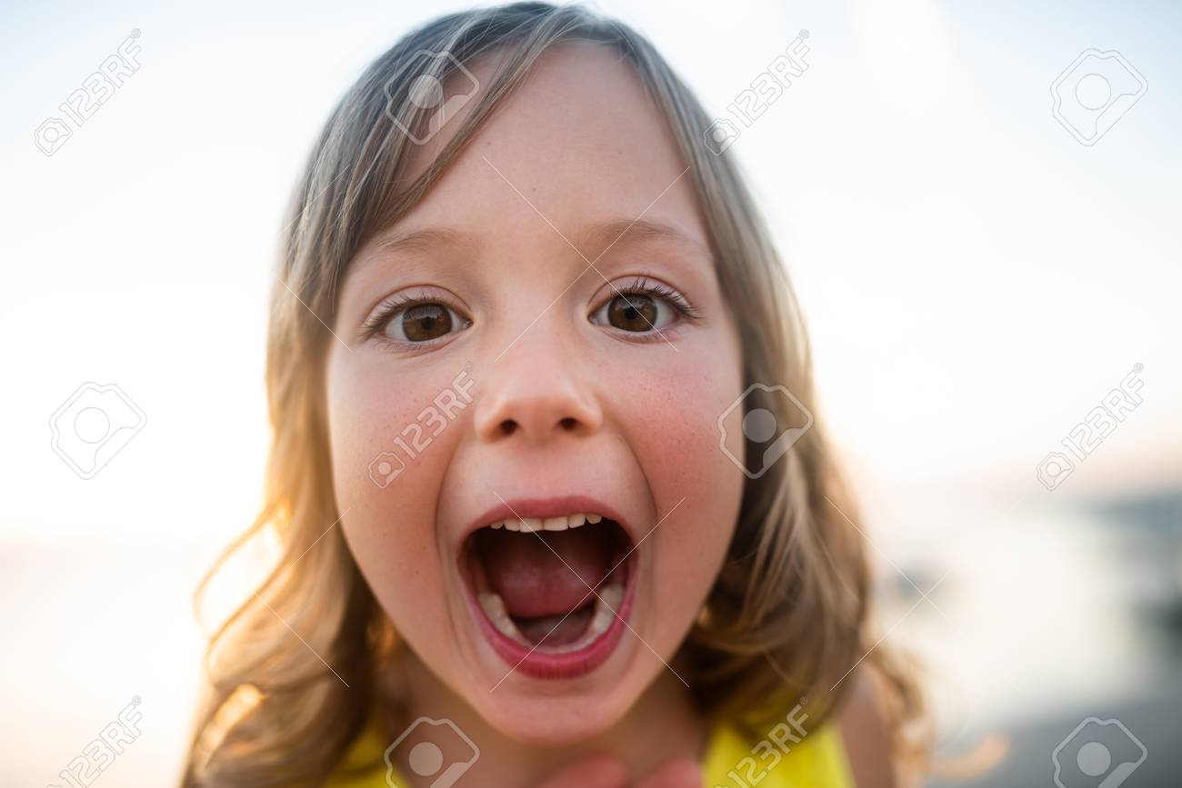 Cute kid with mouth wide open, closeup. - 123364860