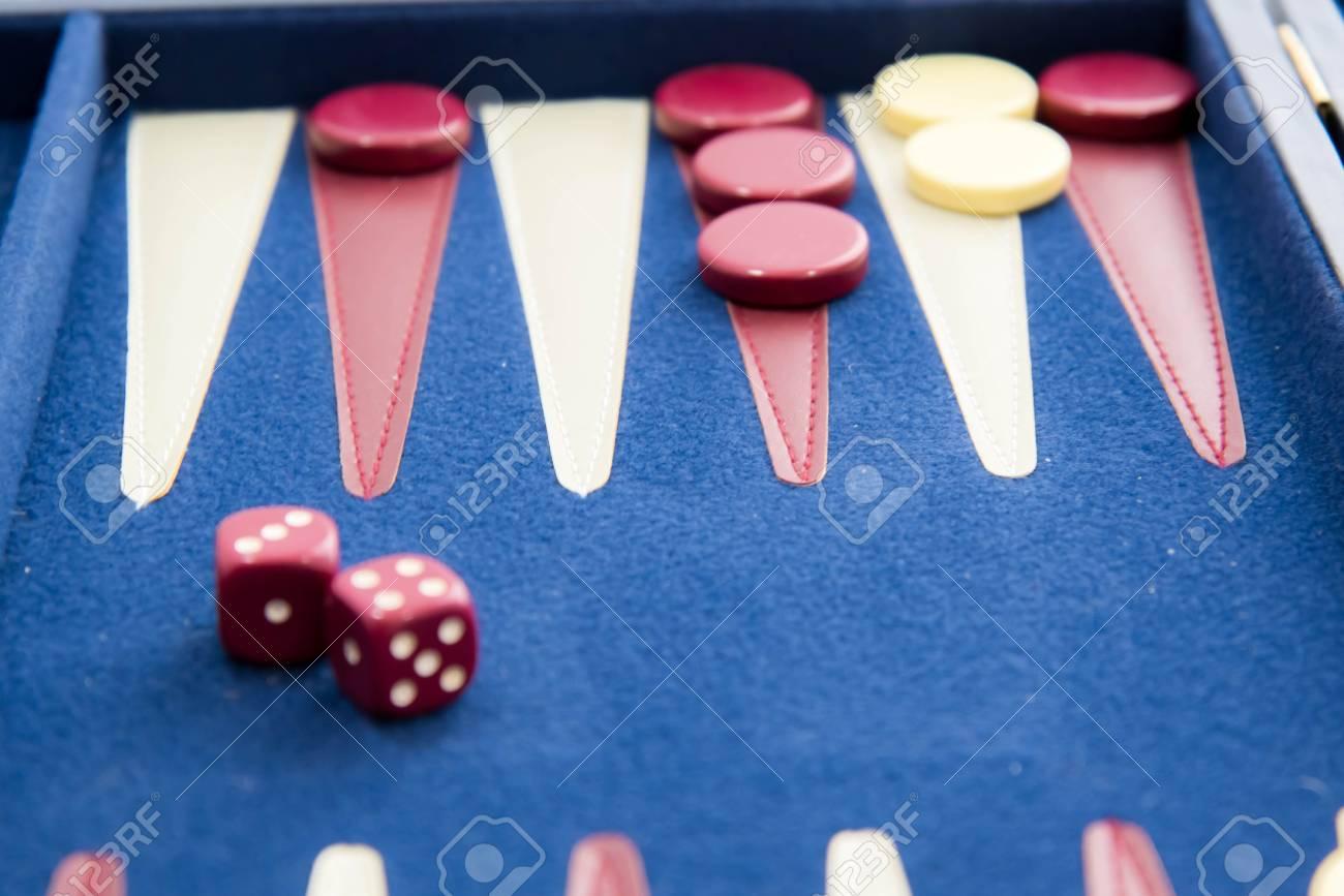 Juegos De Mesa Blanco Rojo Y Azul Juego De Backgammon En Juego