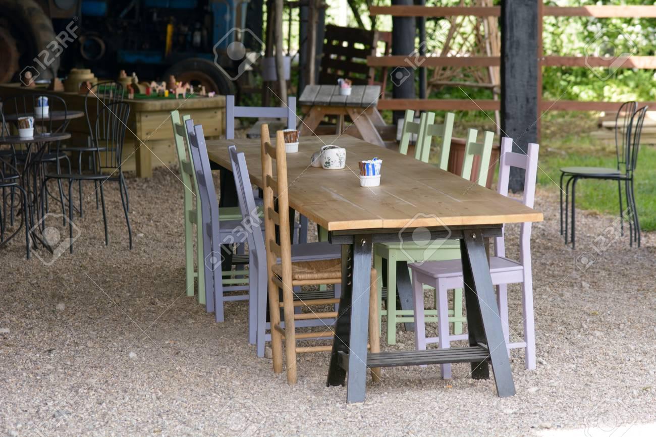Tavolo In Legno E Sedie.Immagini Stock Lungo Tavolo Di Legno E Sedie In Caffe Image 41508131