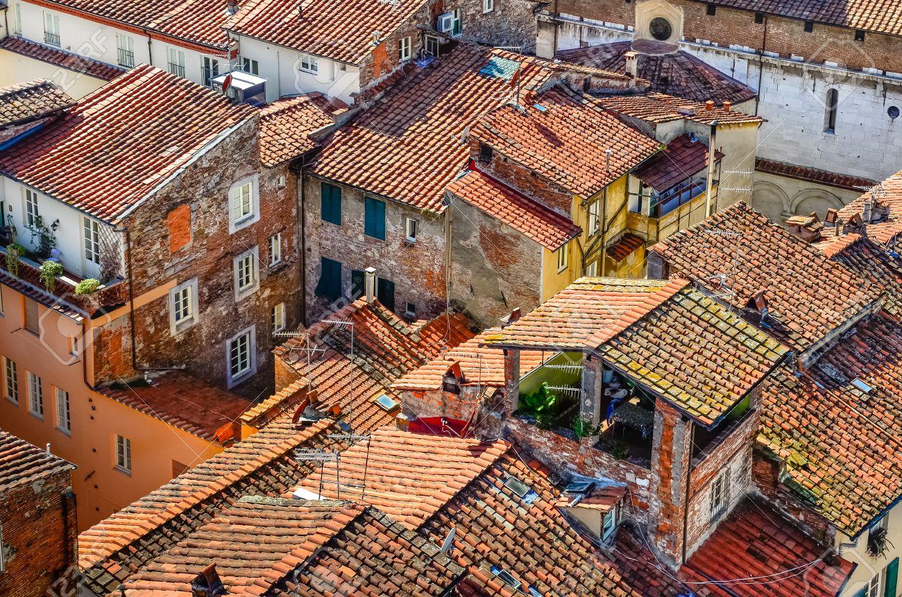 Case Tradizionali Italiane : Visualizzazione dettagliata di tradizionali tetti di città