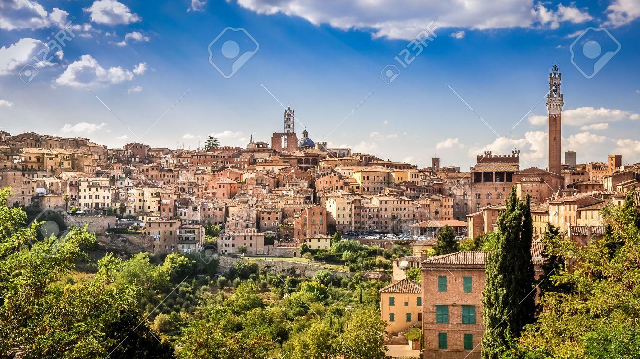 Huizen In Italie : Toneel mening van siena stad en historische huizen toscane