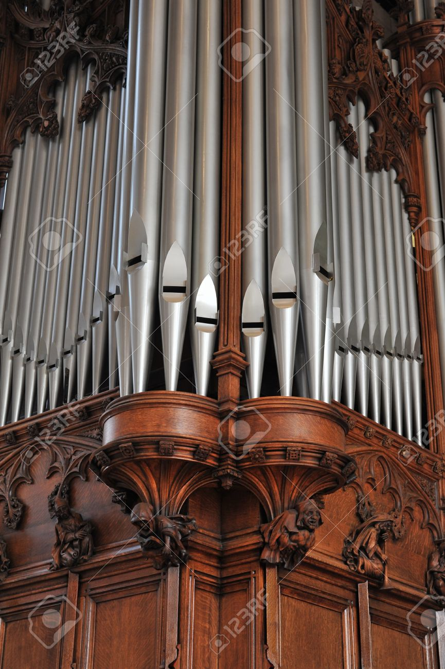 Beautiful old pipe organ pipes Stock Photo - 18623106