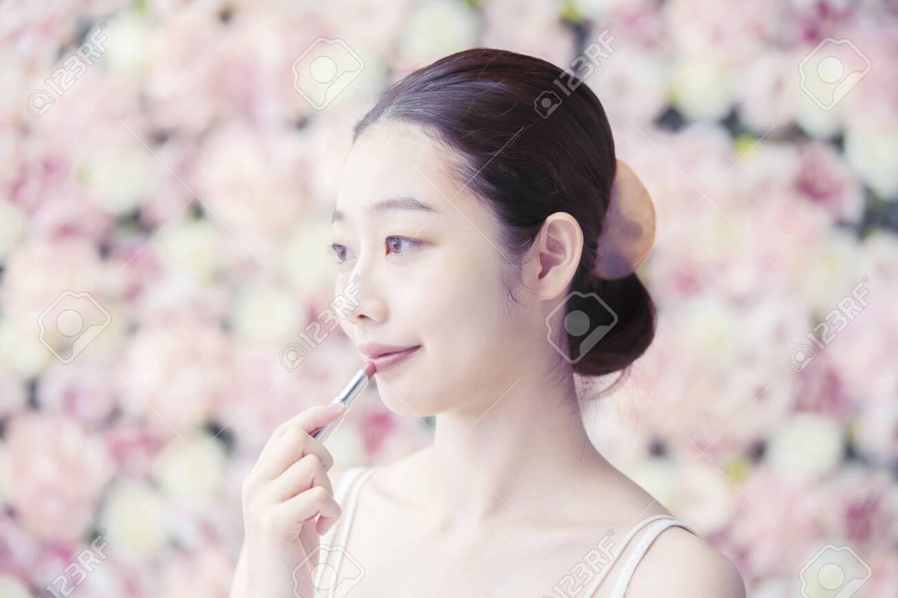 Woman,Flower Background - 142274183