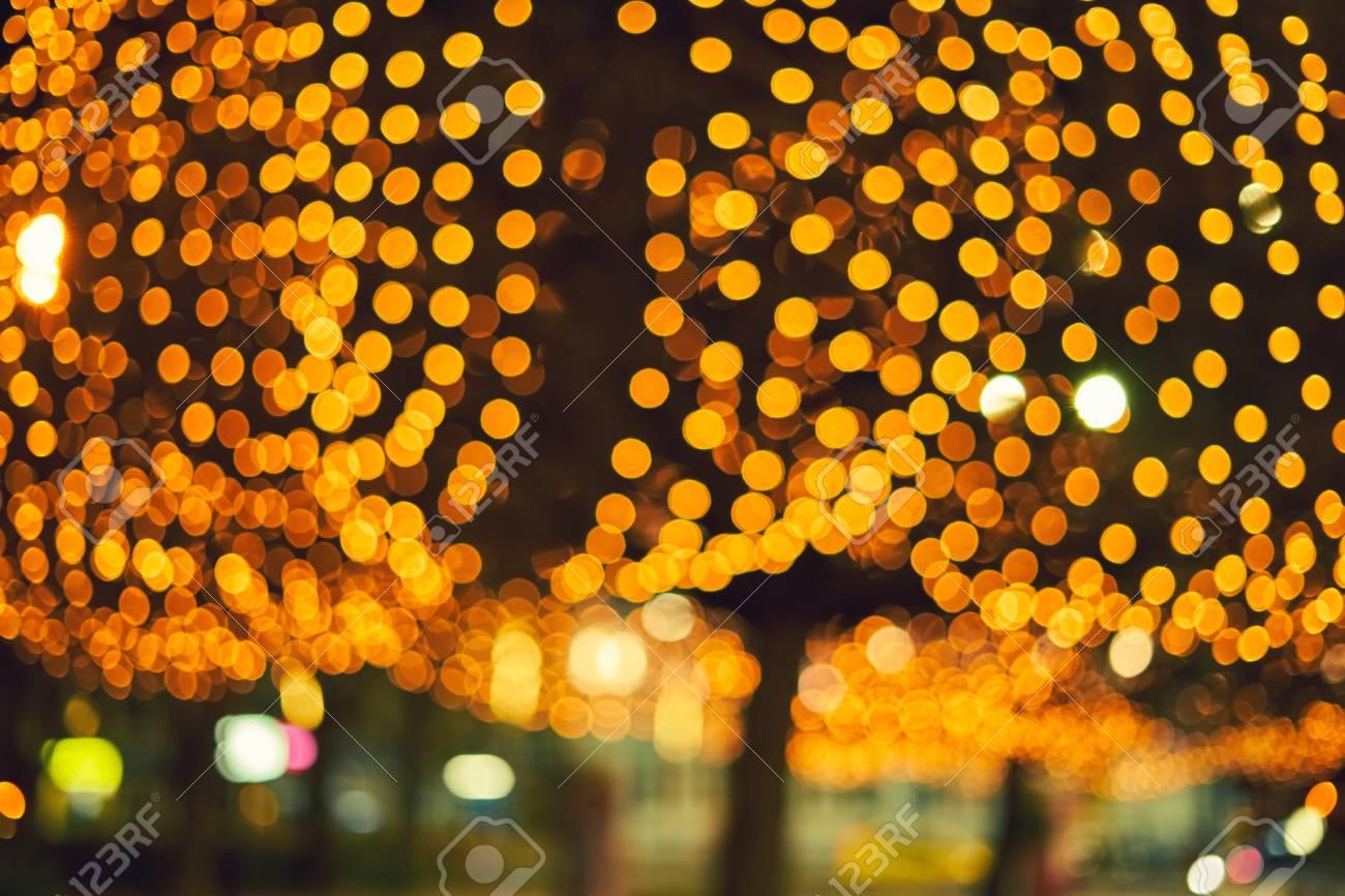 Decorazioni Luminose Natalizie : Immagini stock luminose decorazioni natalizie su alberi urbani