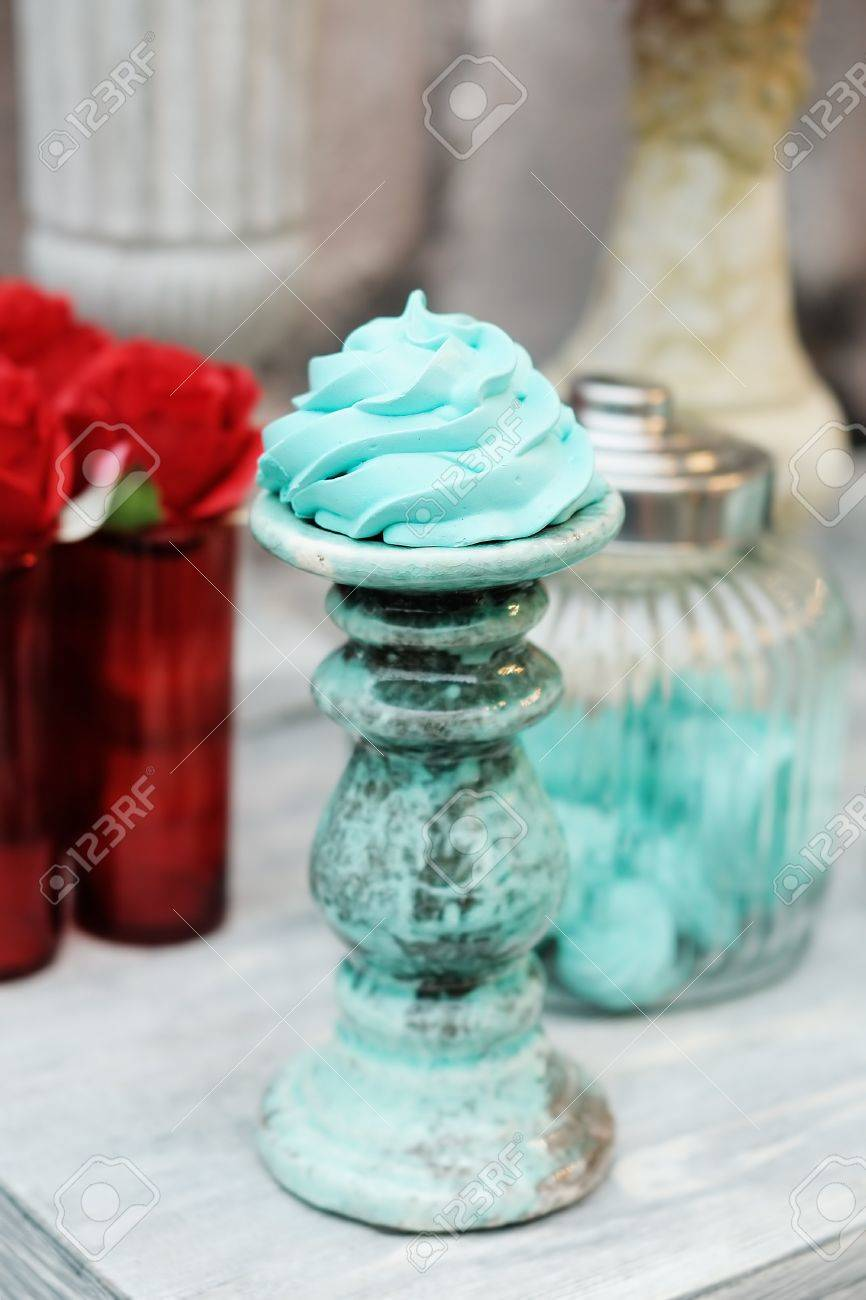 Delicious fancy mint pastila  red and blue wedding table set Stock Photo - 18937342