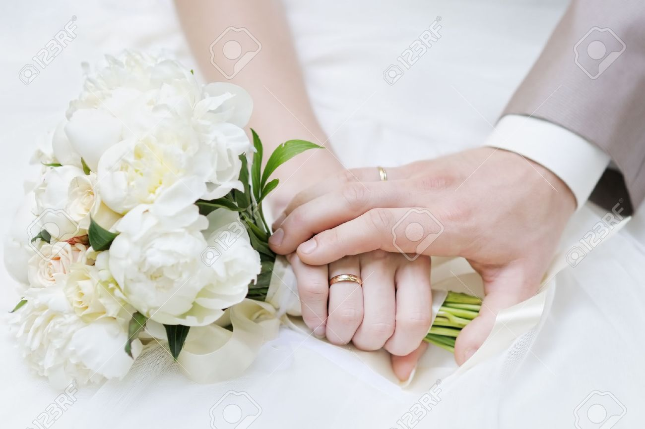 Bride and groom's hands with wedding rings - 26550951