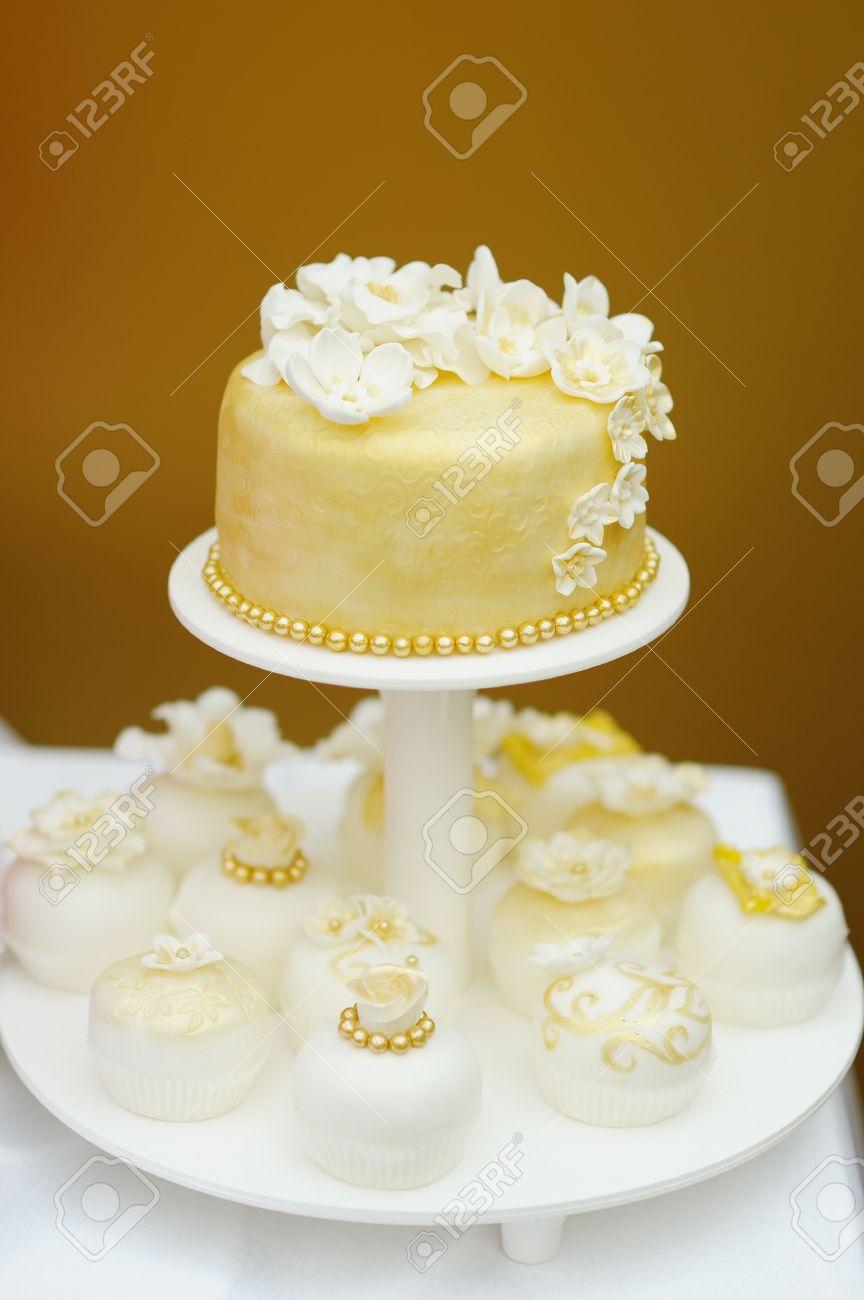 Delicioso Pastel De Bodas De Limon Y Pasteles Decorados Con Flores - Fotos-de-pasteles-decorados
