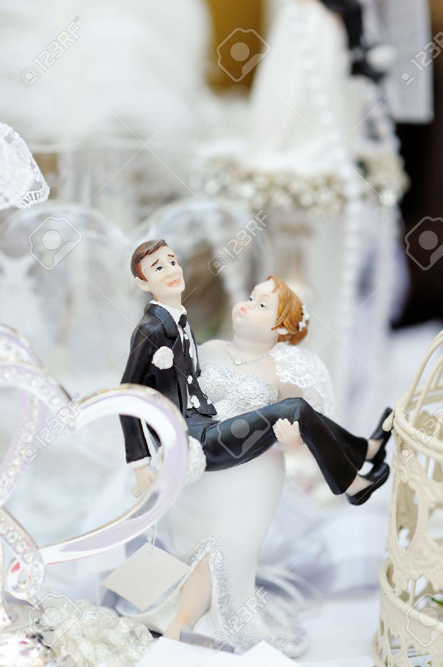 Lustige Figuren Braut Und Brautigam An Der Spitze Der Hochzeitstorte