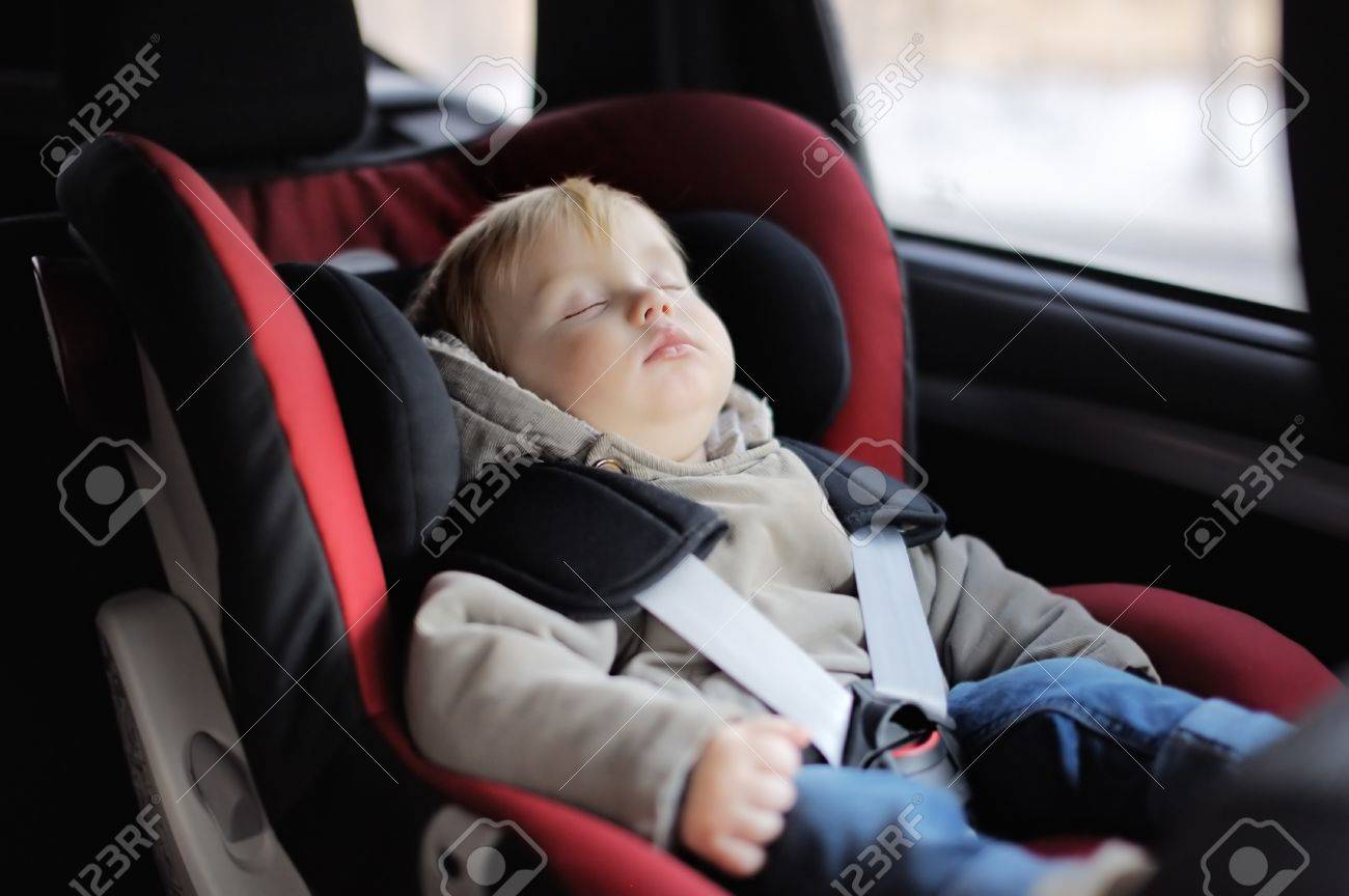 Portrait of toddler boy sleeping in car seat - 37835388