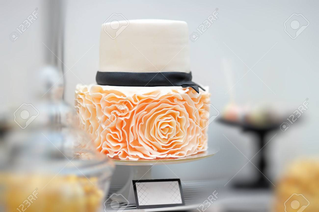 Delicious white wedding cake decorated with cream roses - 37616314
