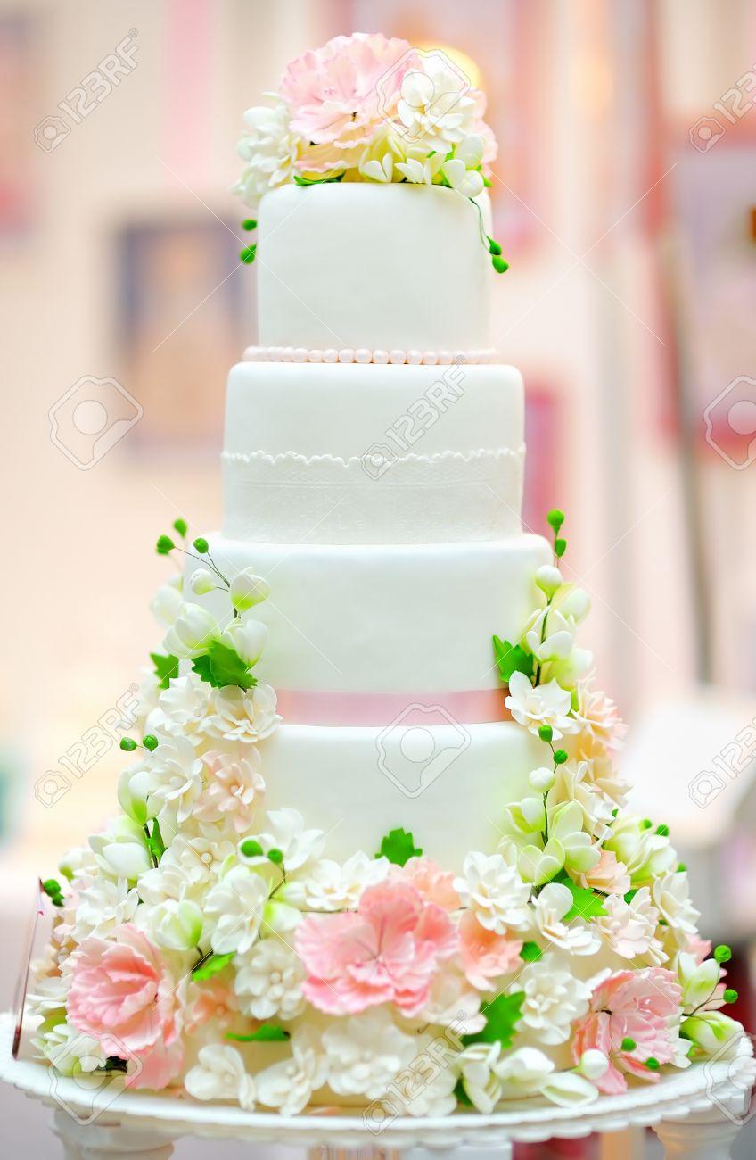 White wedding cake decorated with cream flowers - 38719194