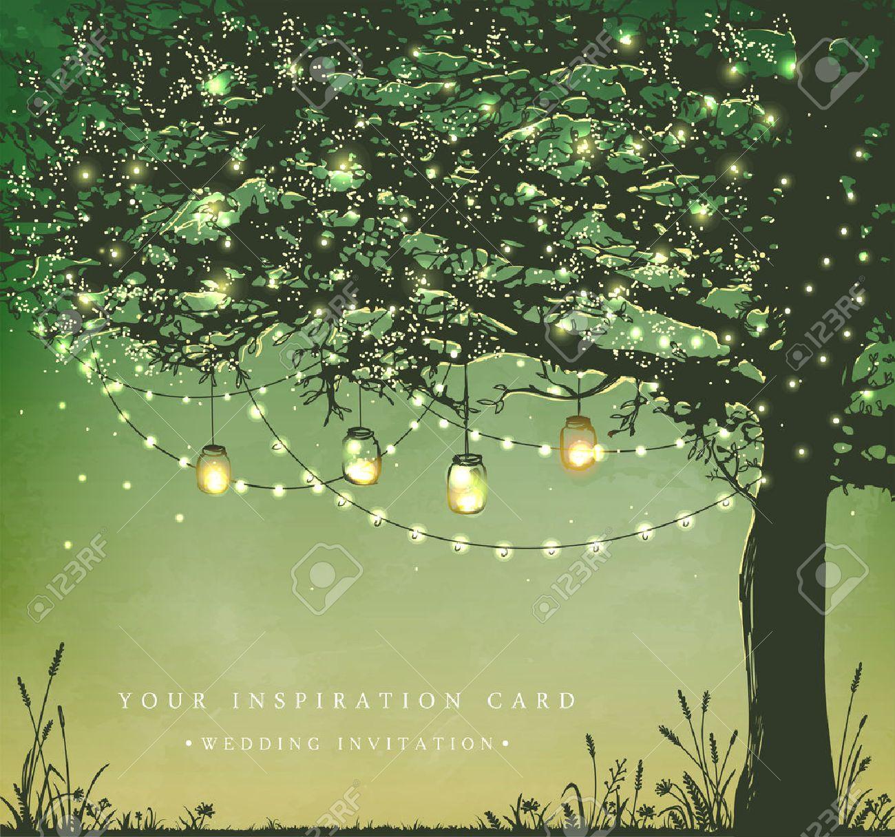 colgando las luces navideas de decoracin para una fiesta de patio trasero invitacin de la - Imagenes Navideas