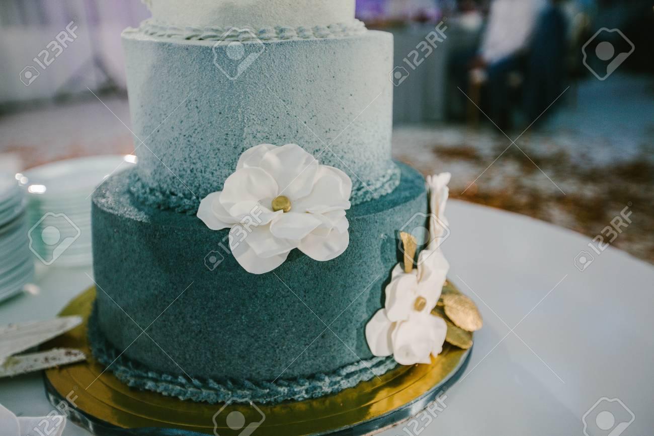 Gâteau De Mariage En Couleur Turquoise
