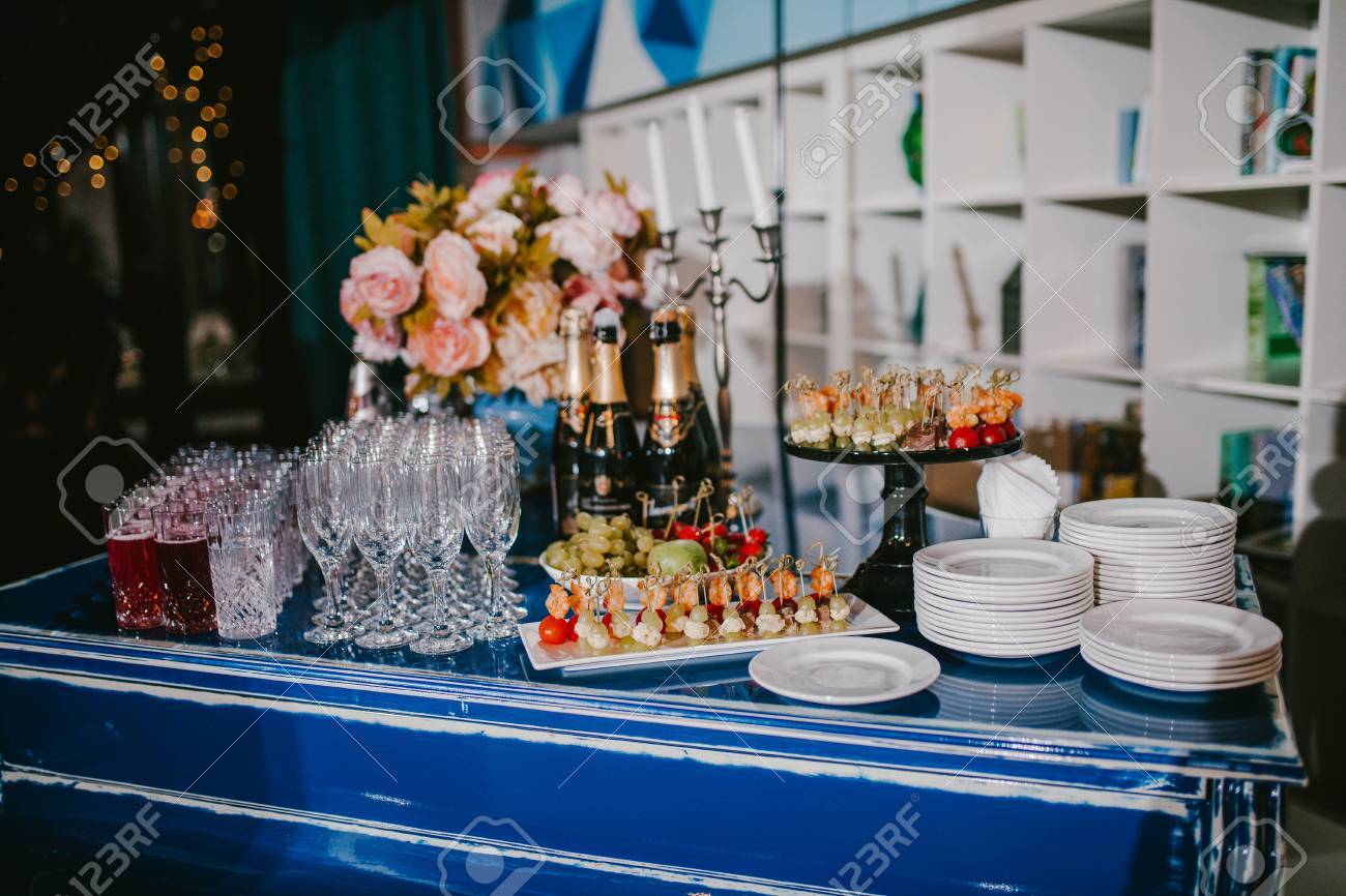 Astonishing Buffet Table With Food And Drink Wedding Decor Download Free Architecture Designs Terstmadebymaigaardcom