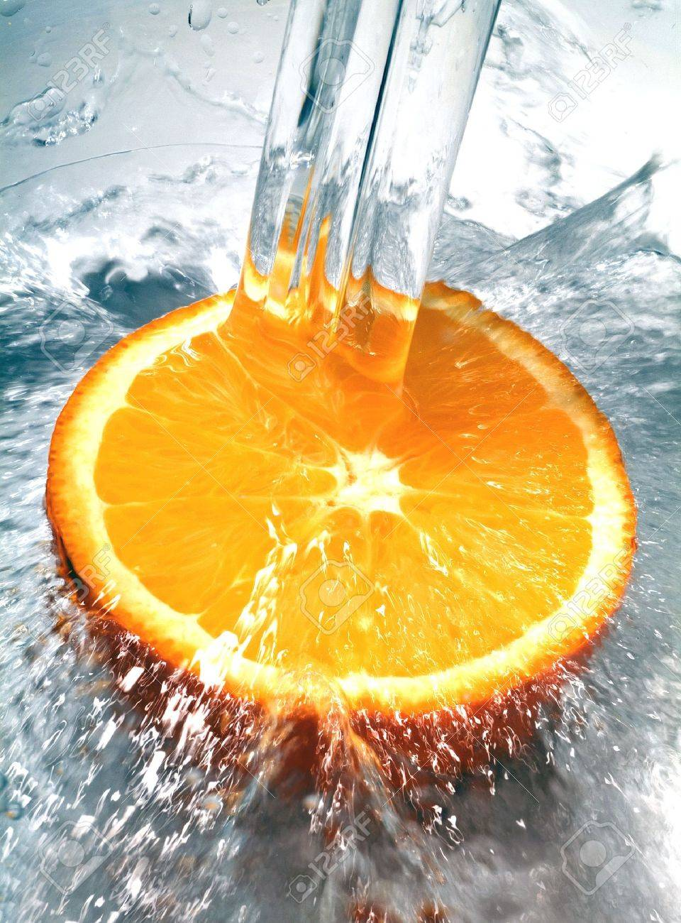 Fresh orange jumping into water with a splash Stock Photo - 767380