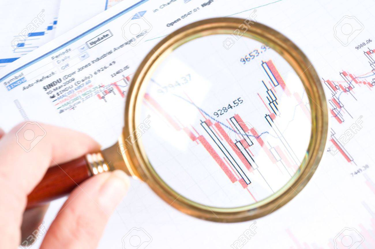Magnifying glass and diagram Stock Photo - 5743056