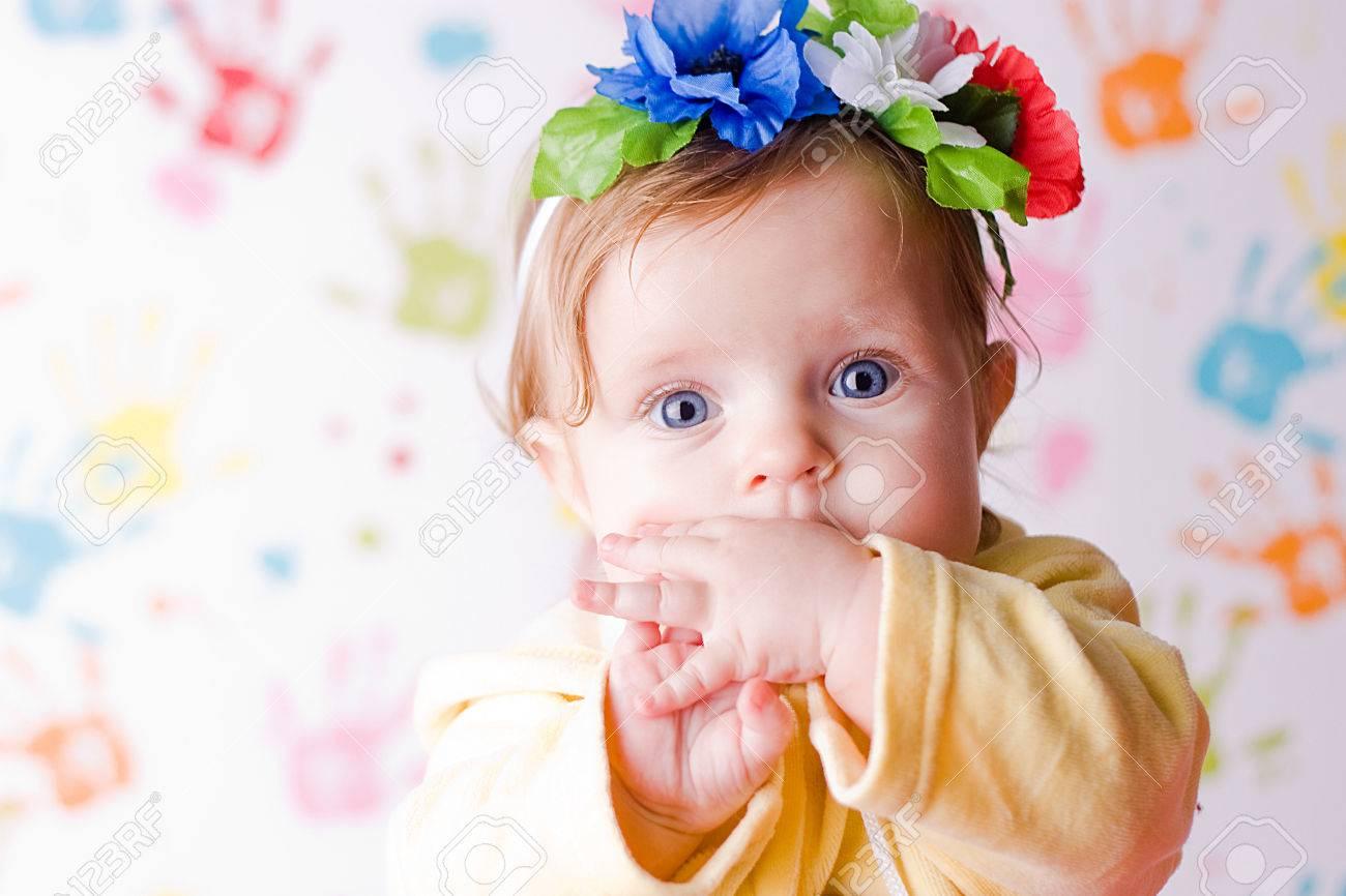 子供たちと少し驚いた赤ちゃん壁紙 の写真素材 画像素材 Image 23557966