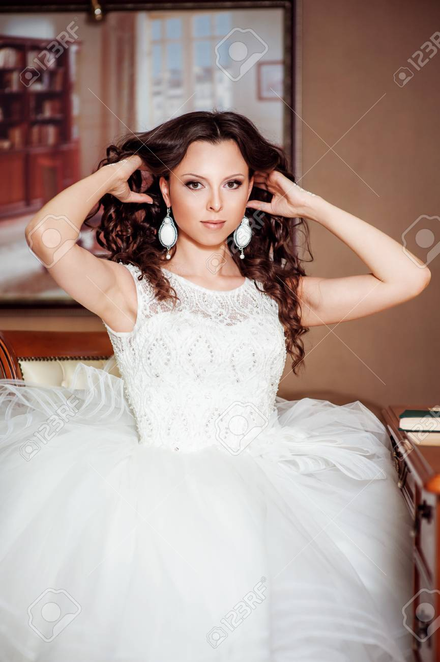 Hairstyle. Beautiful Brunette Bride Girl With Long Healthy Wavy ...