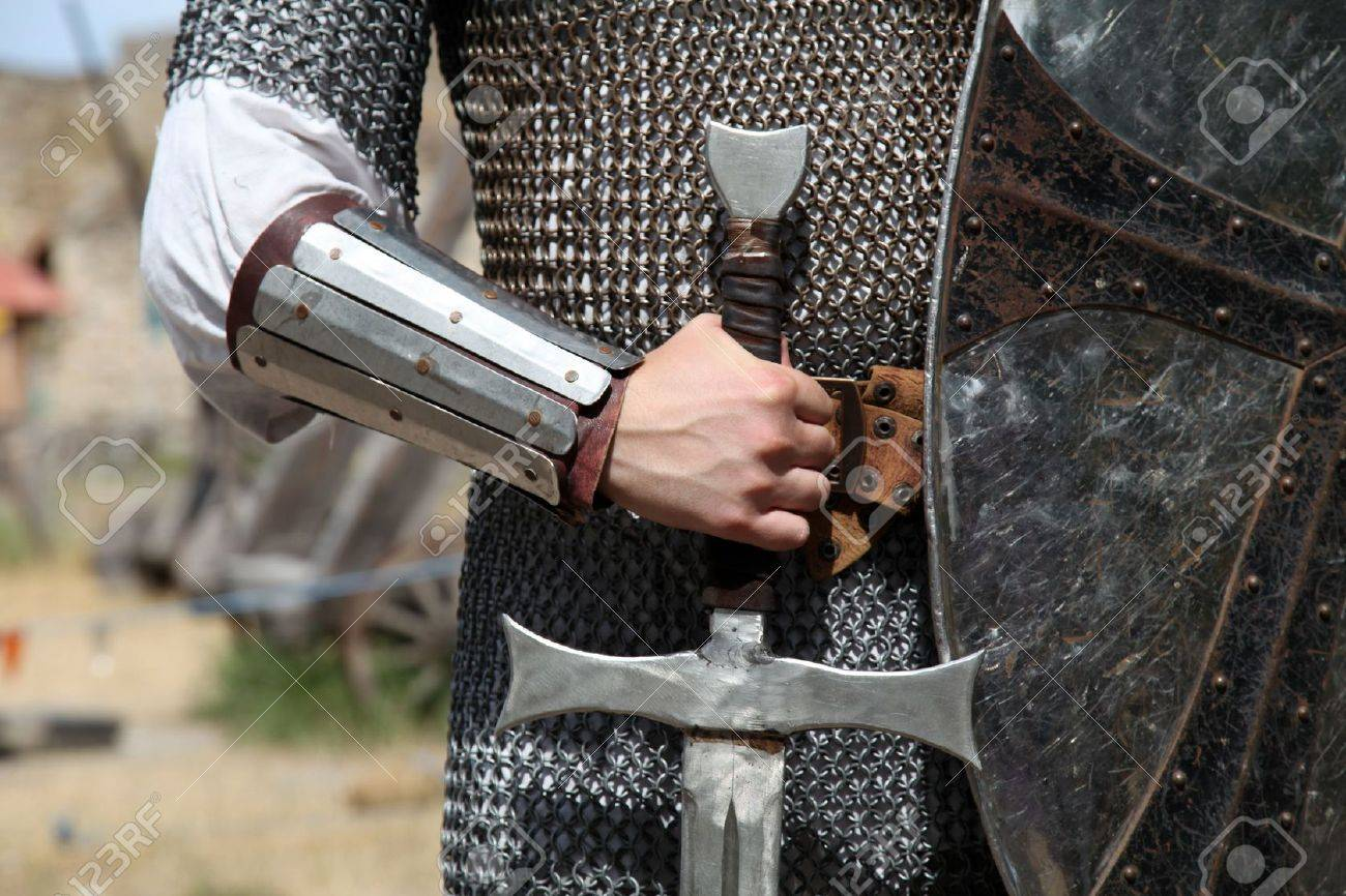 Knight and sword - 7500174