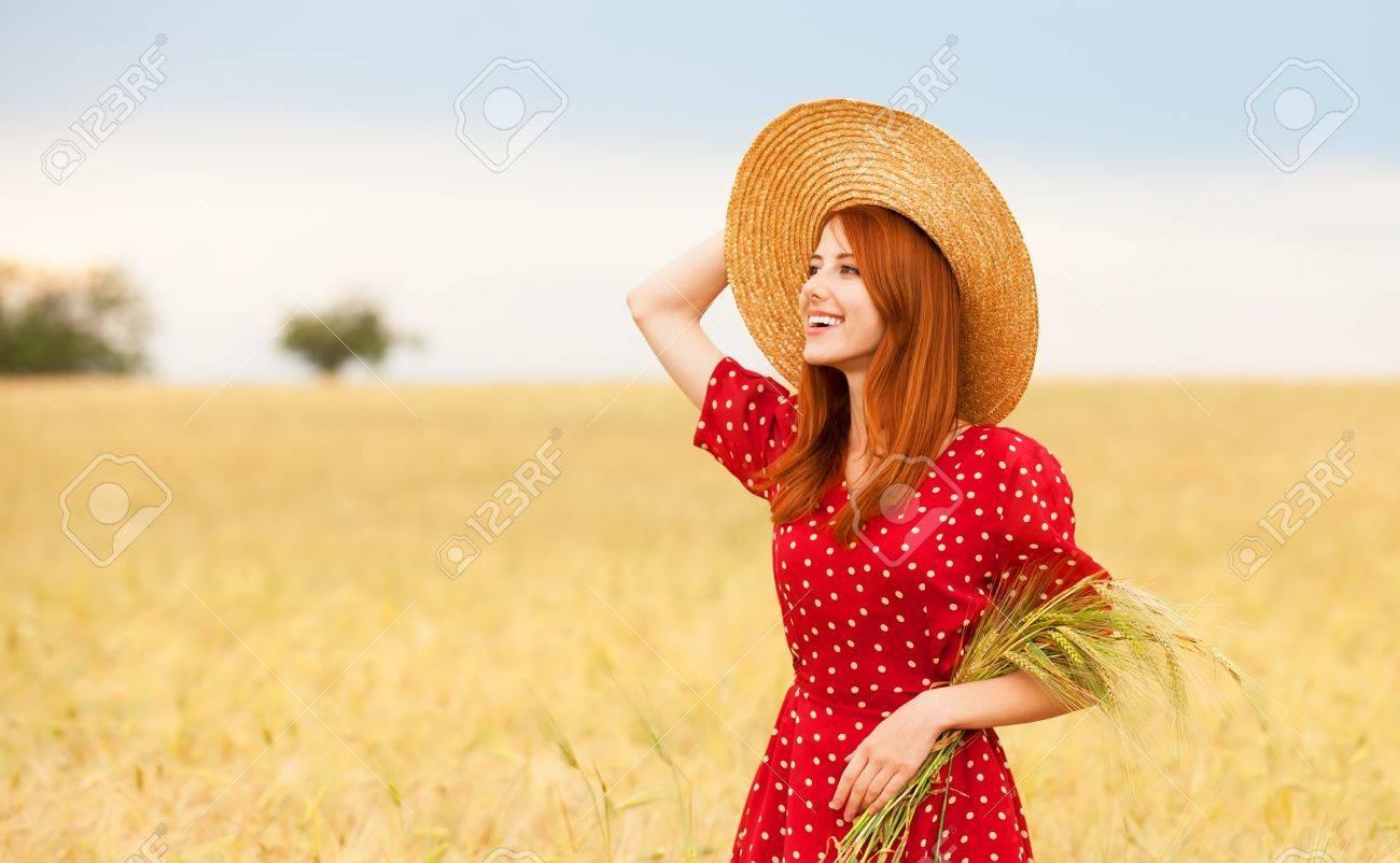 Рыжая в красном платье фото 8 фотография