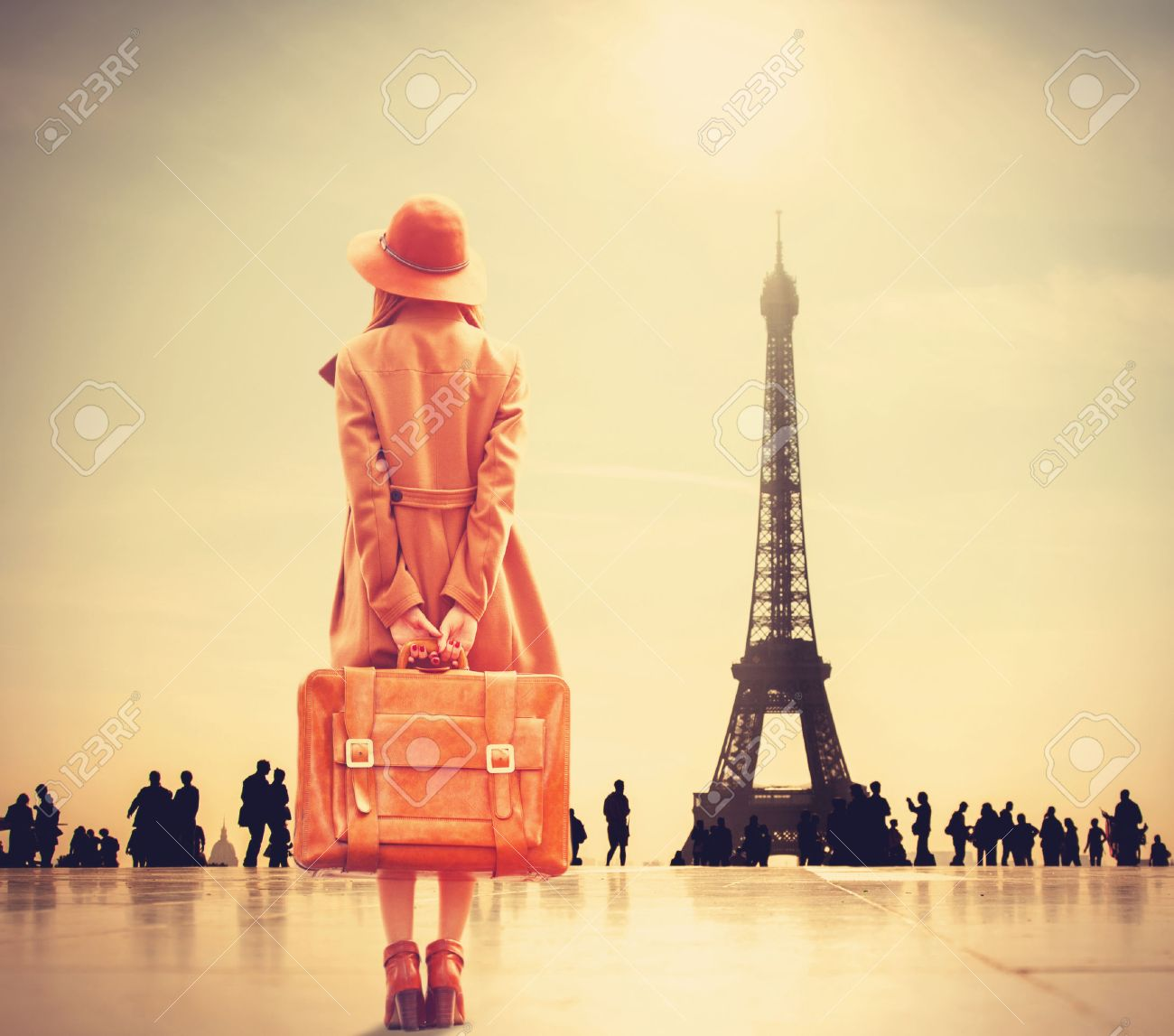 Redhead girl with suitcase on Eiffel tower background - 37324600