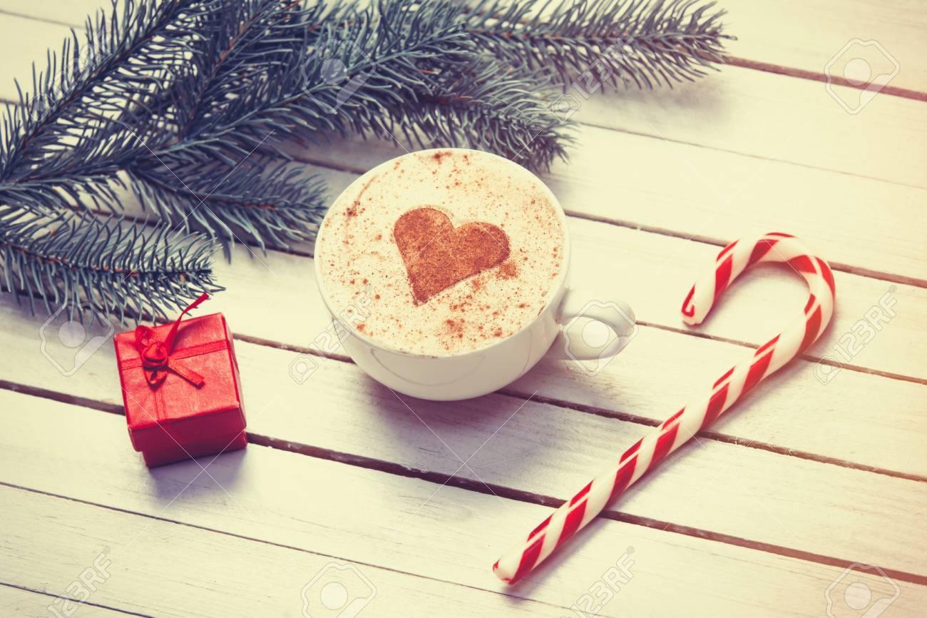 Tasse Kaffee Mit Herzform Und Weihnachten Süßigkeiten In Der Nähe ...