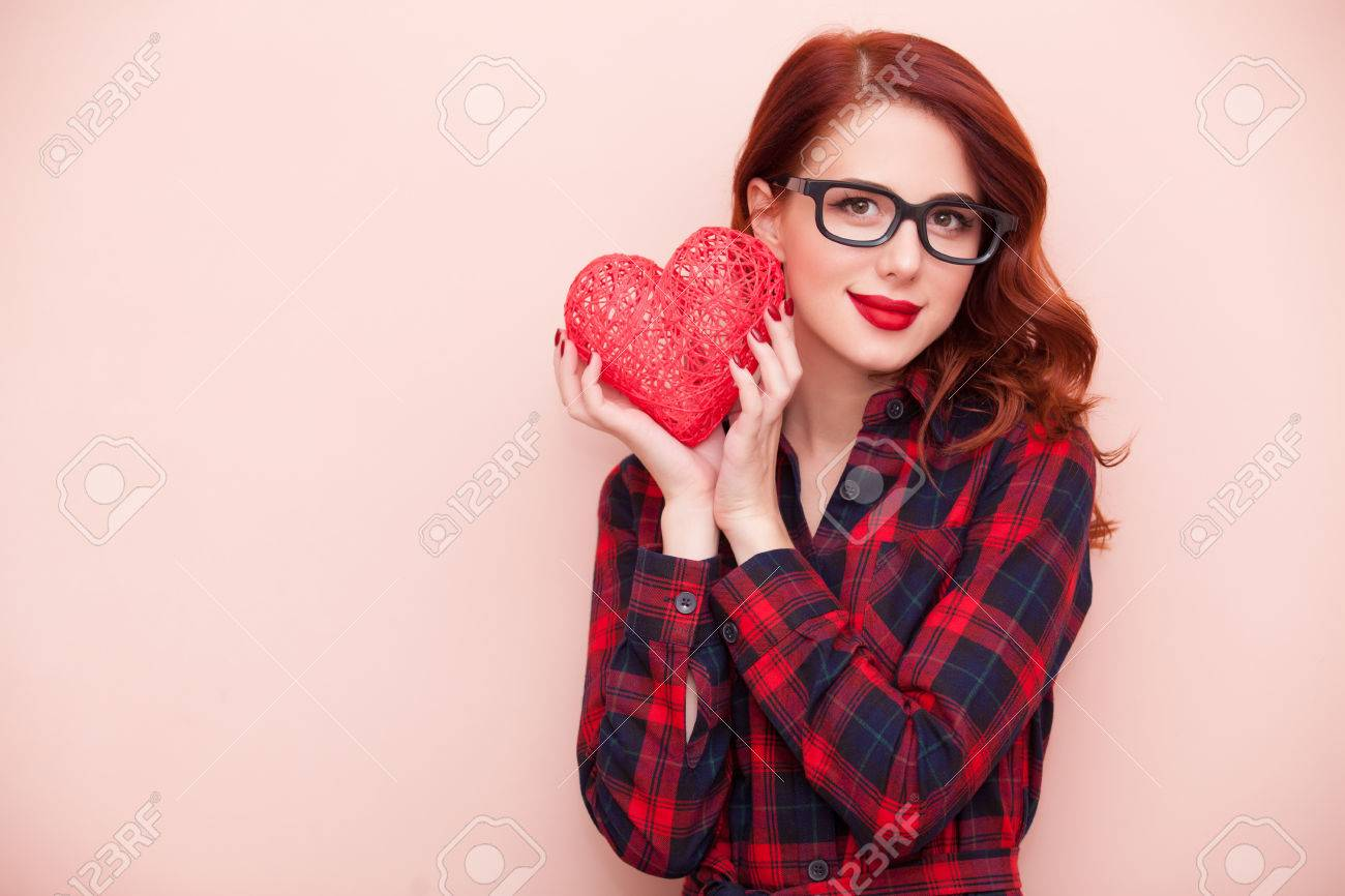 Portrait of a young caucasian girl with gift on pink background. - 46650078