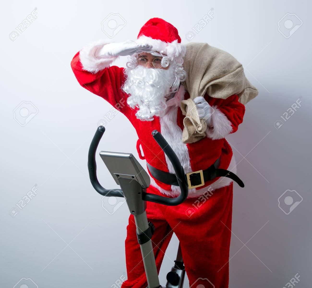 Babbo Natale In Bicicletta.Immagini Stock Divertente Babbo Natale Hanno Un Divertimento Con