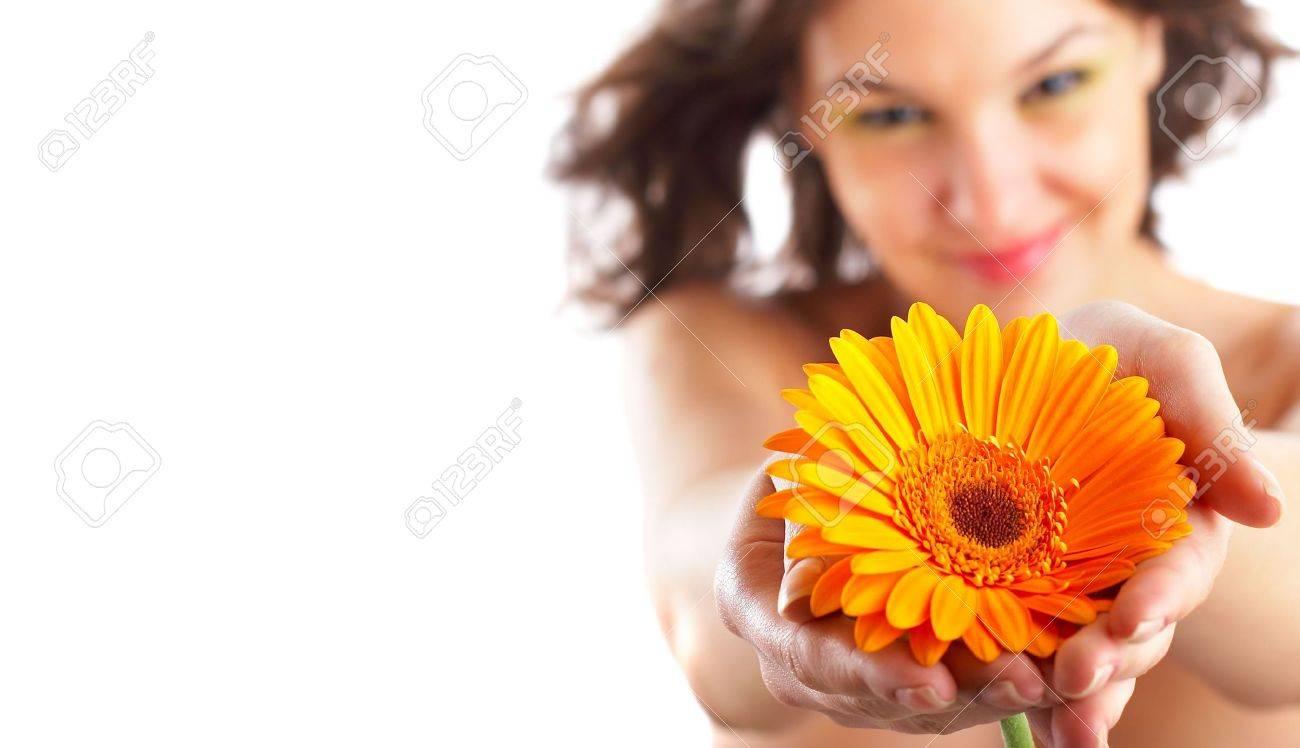 Angelica Bella Fotos angelica bella donna con fiore nelle sue mani - focus è sul fiore