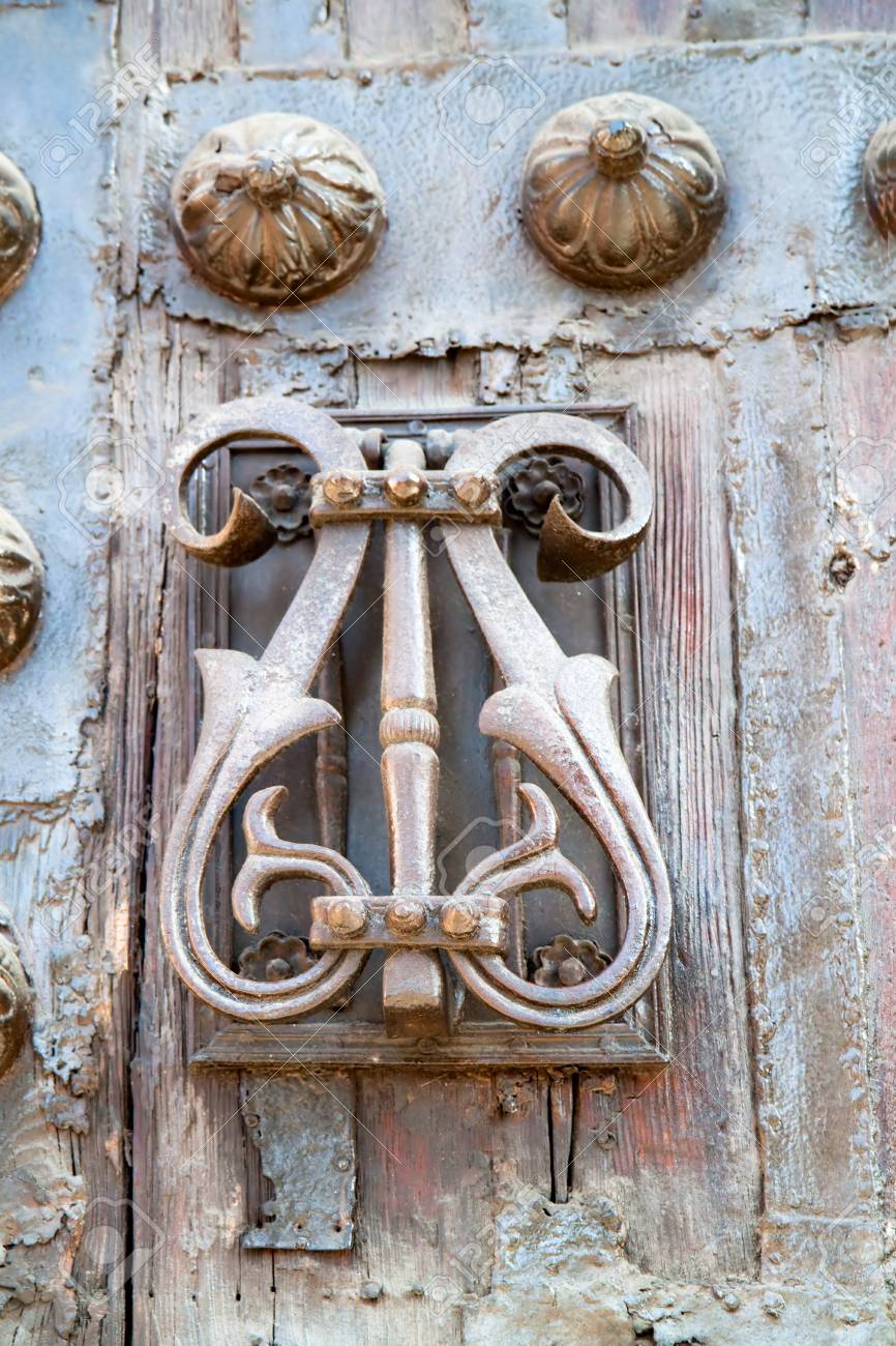 Retro old door handle antique style, Madrid, Spain Stock Photo - 95683659 - Retro Old Door Handle Antique Style, Madrid, Spain Stock Photo