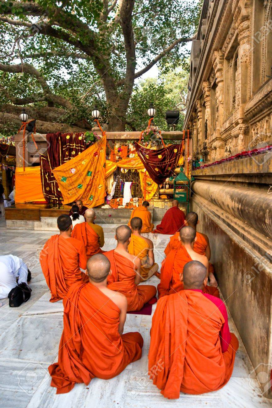 Monks praying under the bodhy-tree, Mahabodhy Temple,   Bodhgaya, India Stock Photo - 17655620