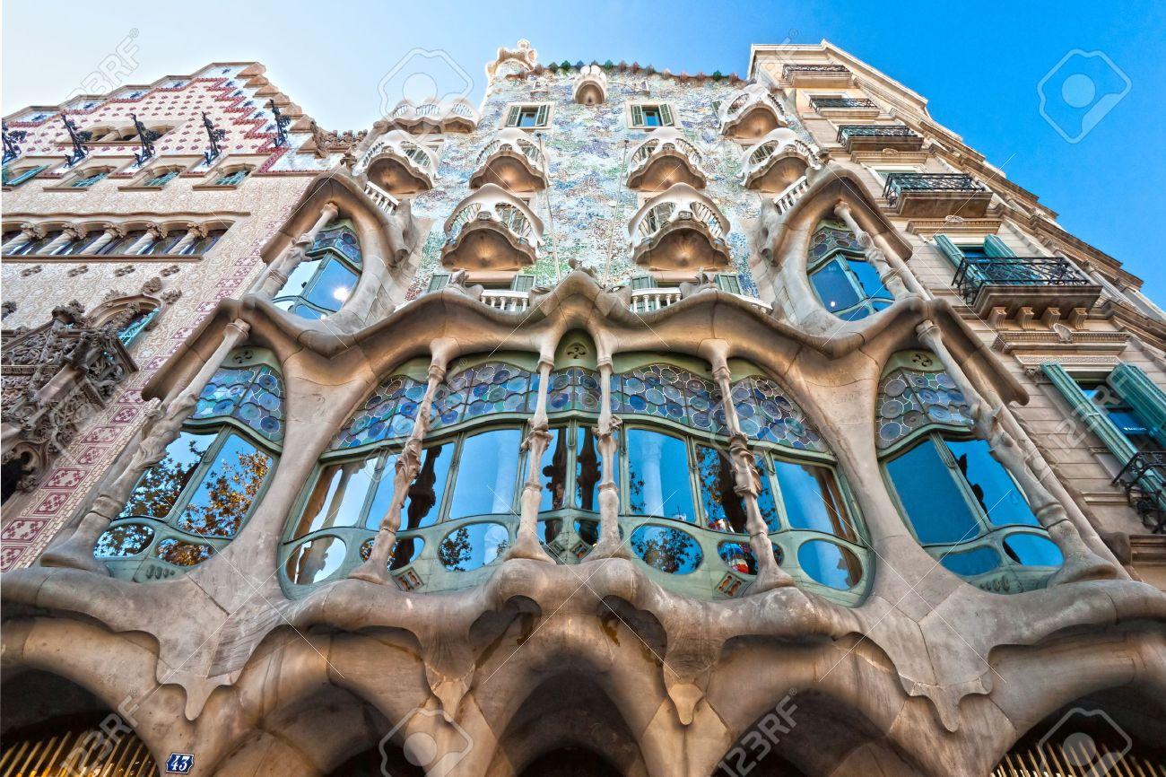 barcelona de diciembre la fachada de la casa batll casa podra tambin